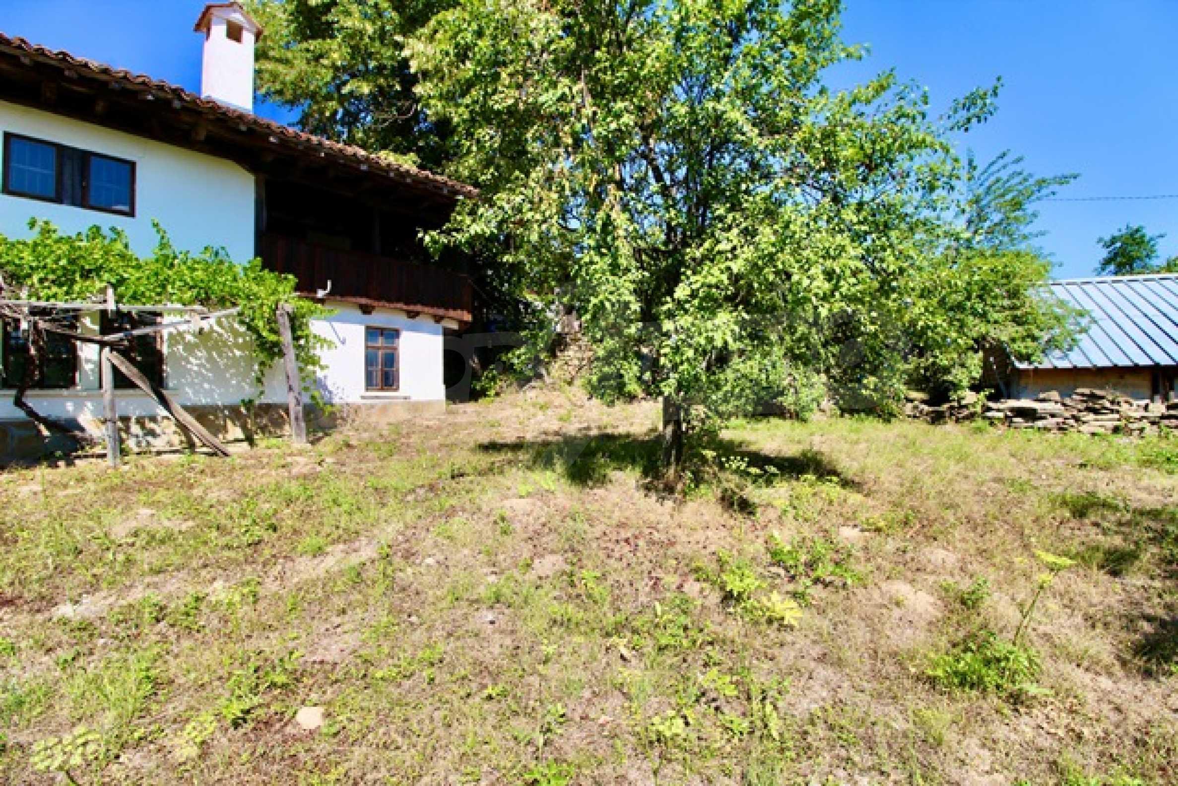 Реновирана възрожденска къща в Eленския балкан 27