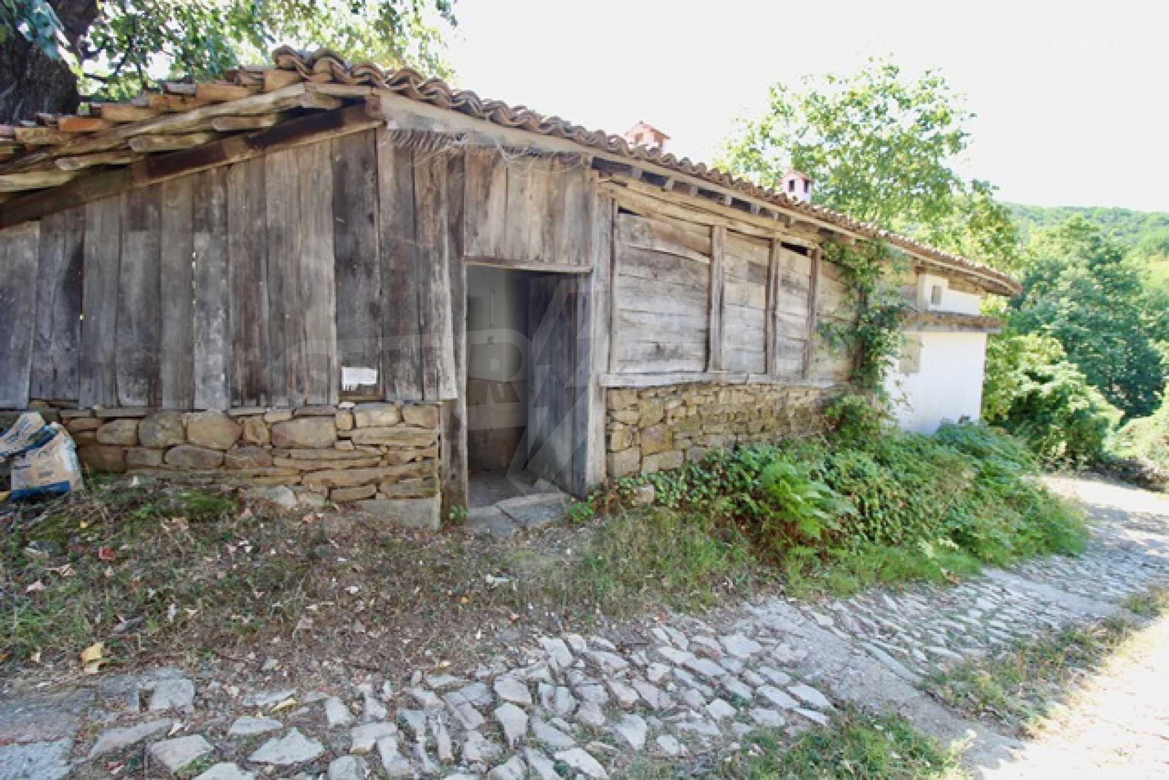 Реновирана възрожденска къща в Eленския балкан 36