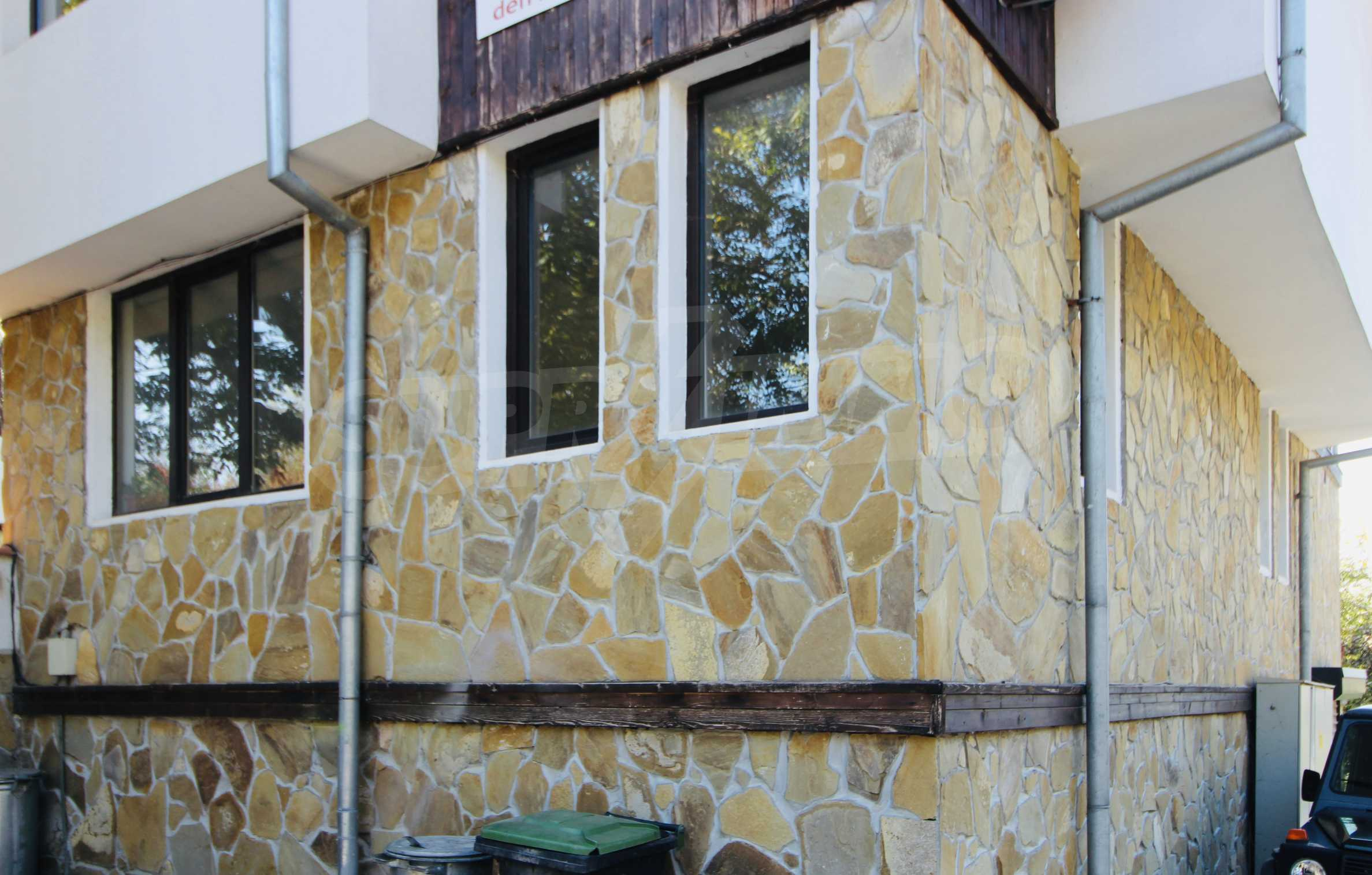 Zwei-Zimmer-Wohnung mit Parkplatz und Keller in der berühmten architektonischen Reserve Arbanassi 12