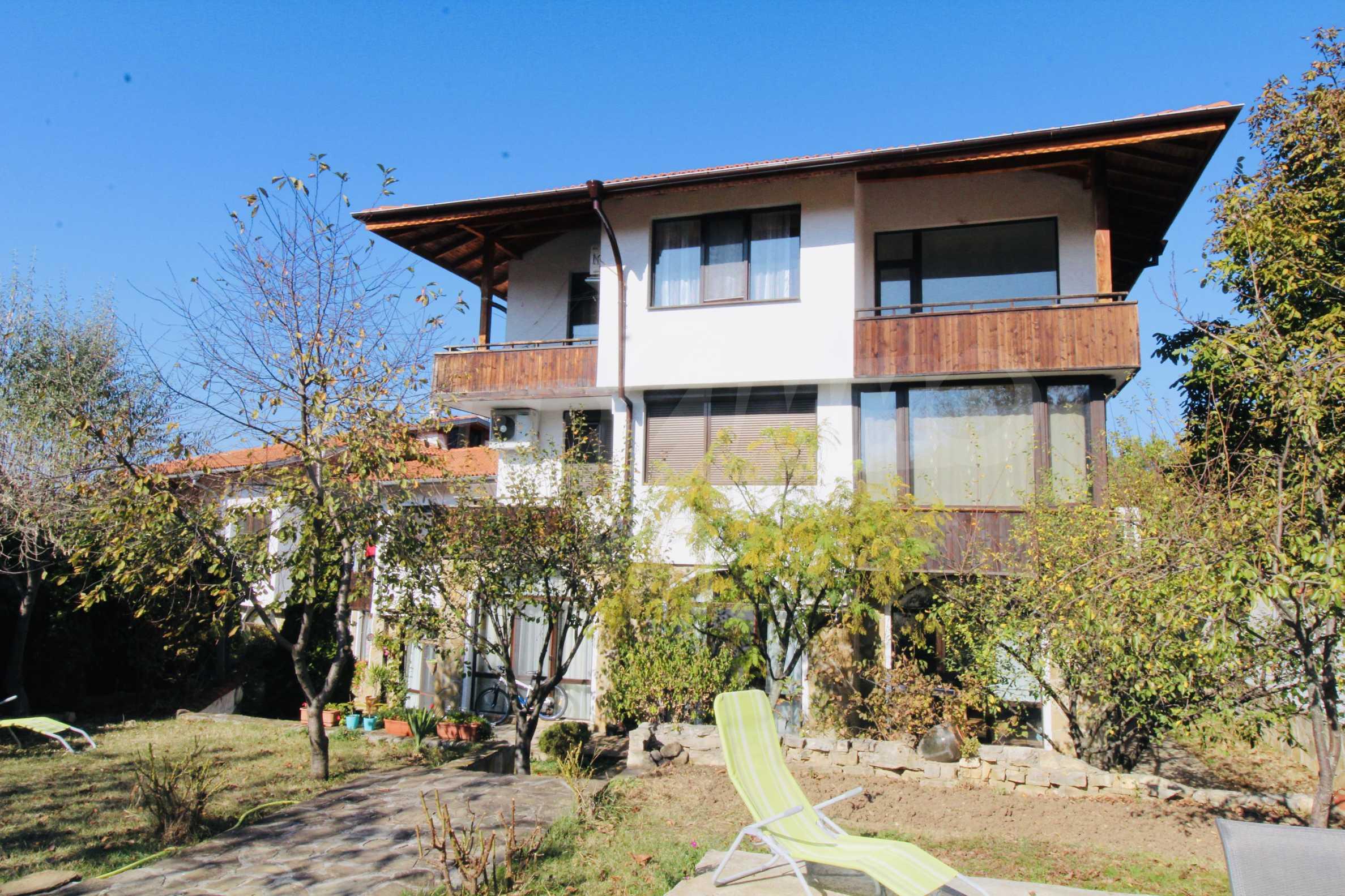Zwei-Zimmer-Wohnung mit Parkplatz und Keller in der berühmten architektonischen Reserve Arbanassi 1