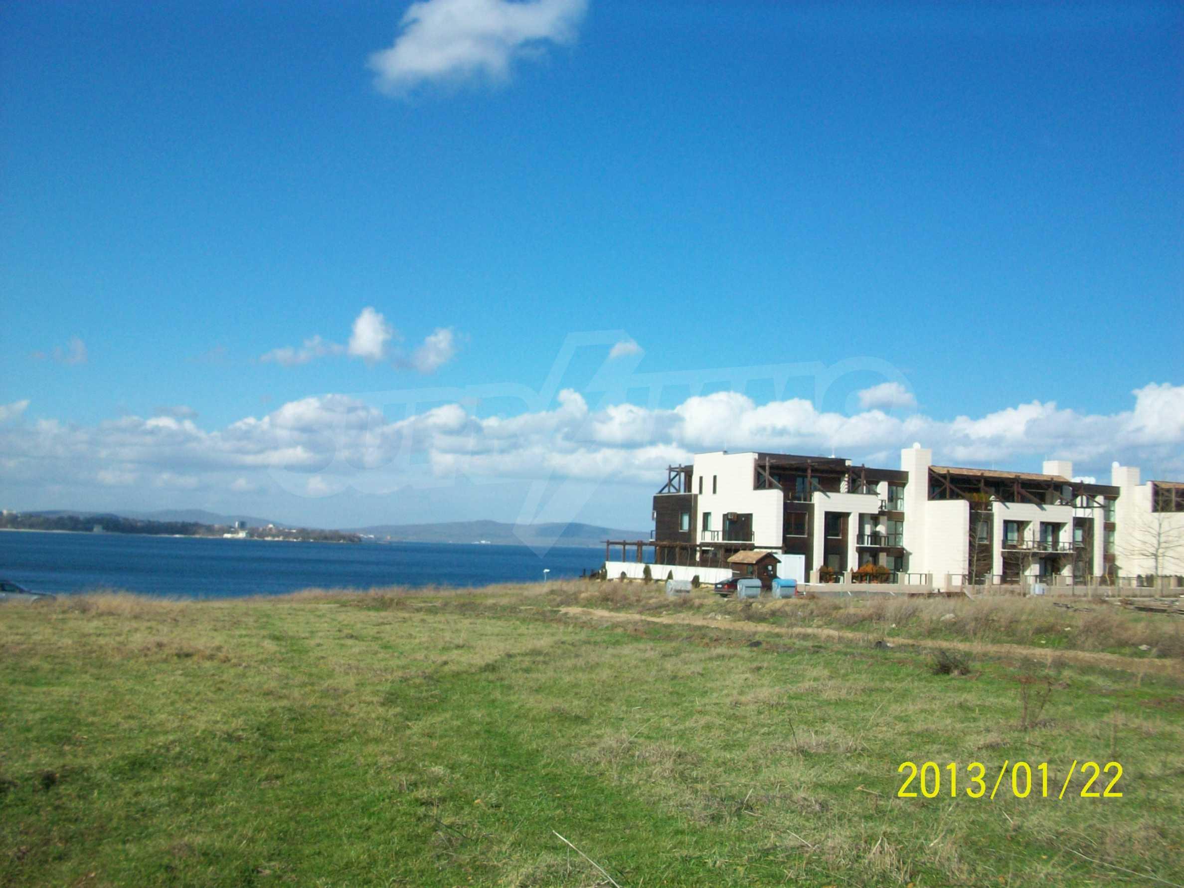 Land for sale in resort village of Lozenets 1