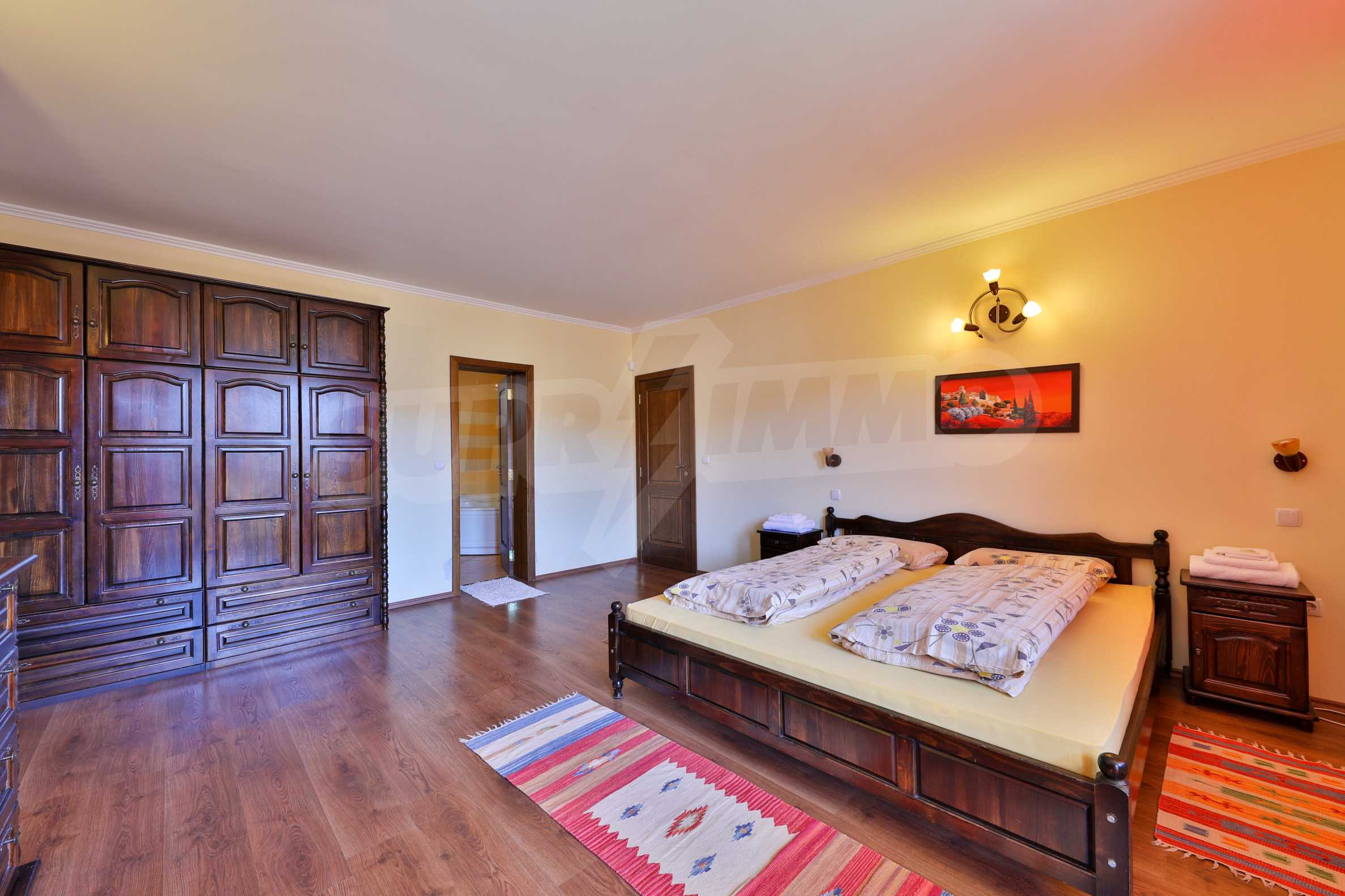 Zwei Doppelhäuser mit Swimmingpool in einem gemeinsamen Hof, nur 5 km vom Yovkovtsi-Damm entfernt 18
