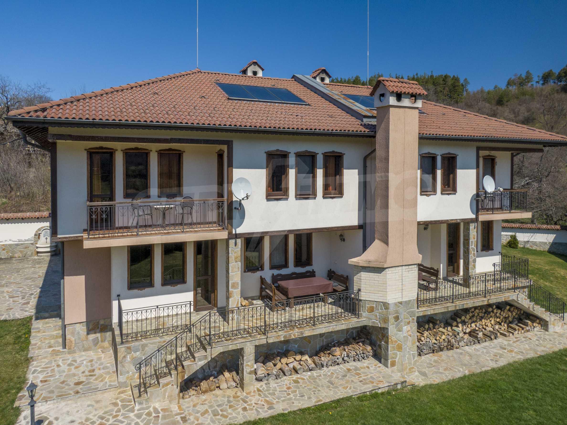 Zwei Doppelhäuser mit Swimmingpool in einem gemeinsamen Hof, nur 5 km vom Yovkovtsi-Damm entfernt 2