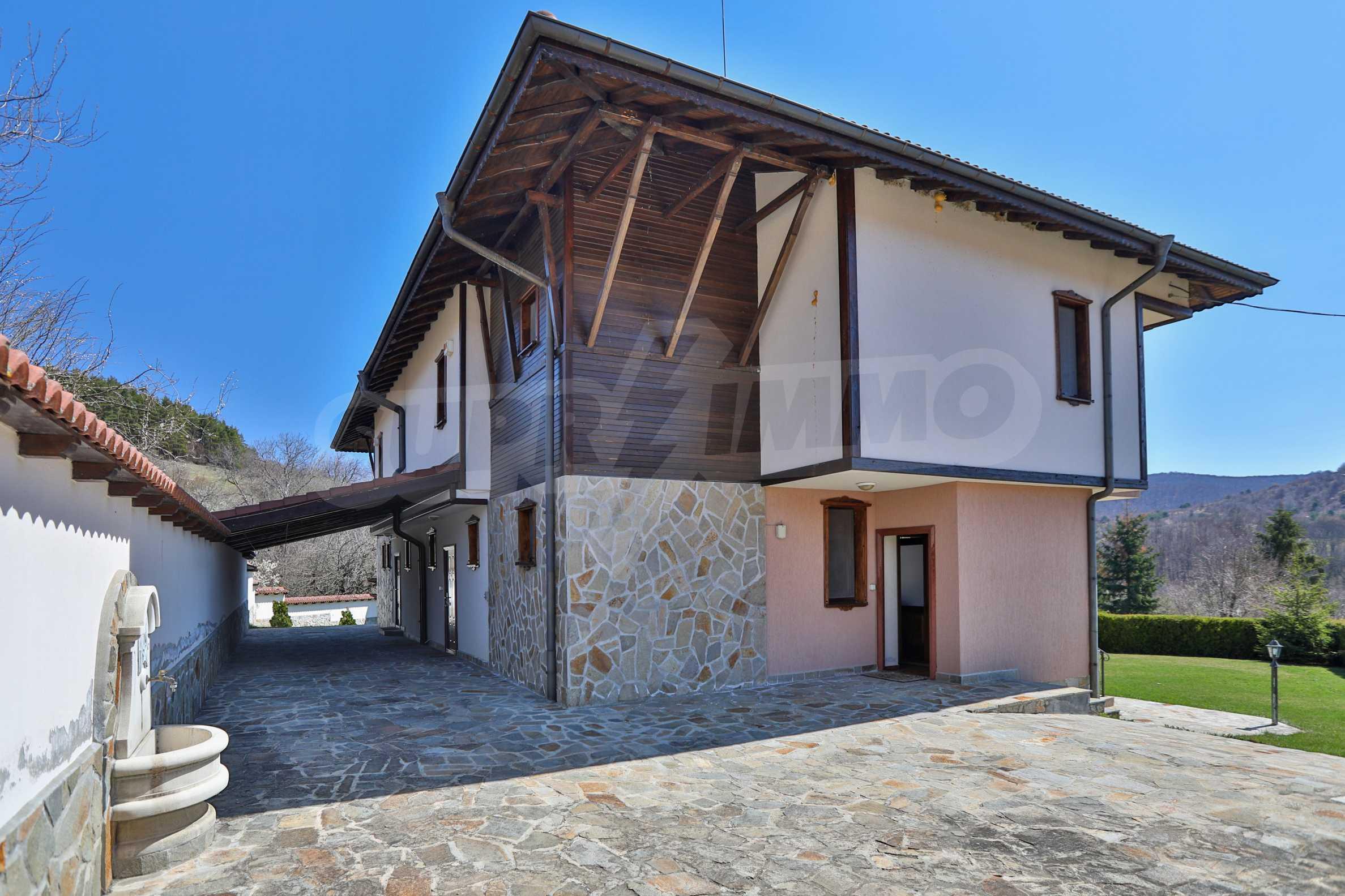 Zwei Doppelhäuser mit Swimmingpool in einem gemeinsamen Hof, nur 5 km vom Yovkovtsi-Damm entfernt 47