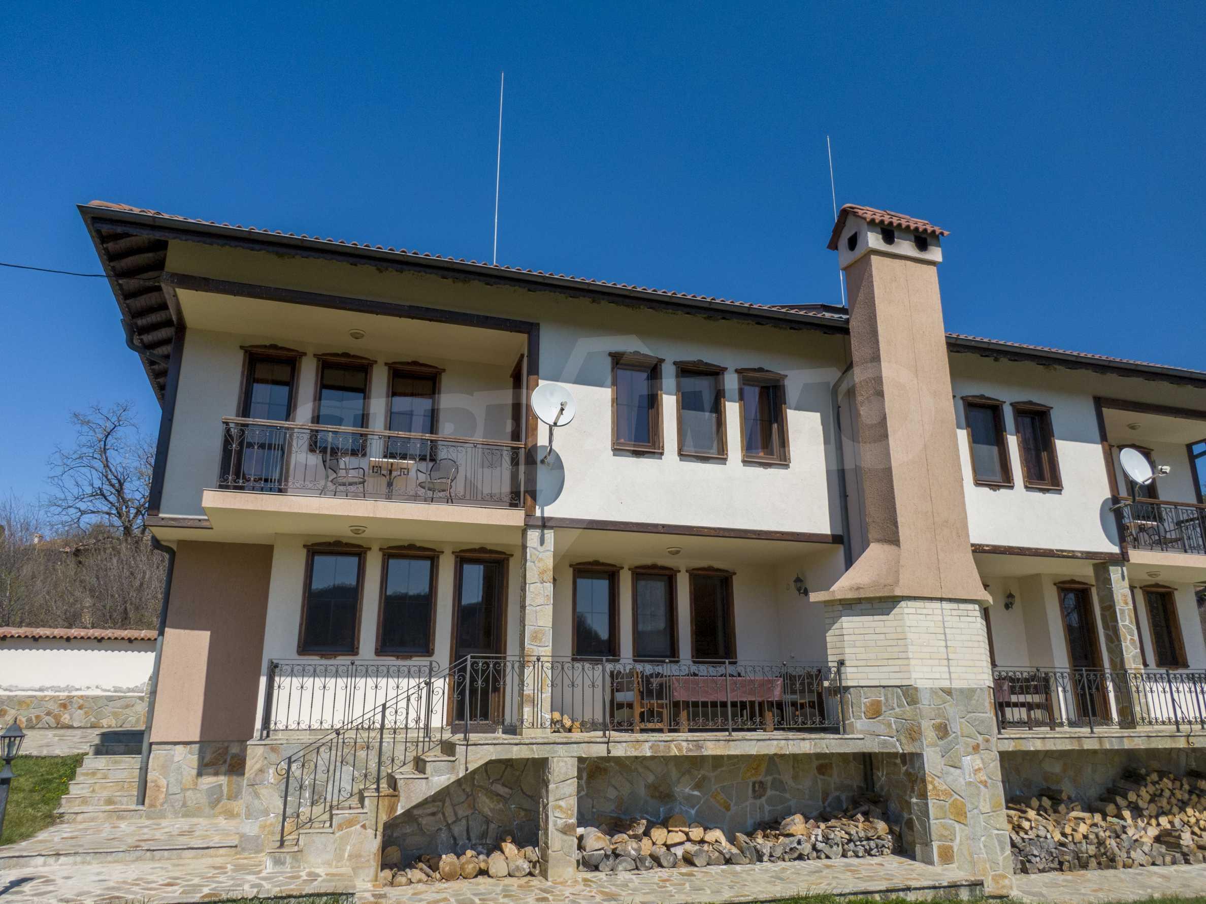 Zwei Doppelhäuser mit Swimmingpool in einem gemeinsamen Hof, nur 5 km vom Yovkovtsi-Damm entfernt 4