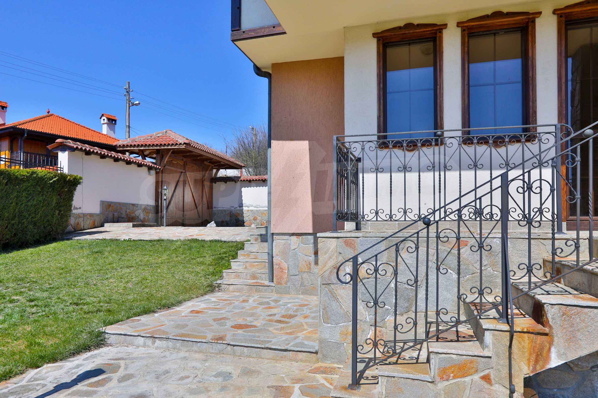 Zwei Doppelhäuser mit Swimmingpool in einem gemeinsamen Hof, nur 5 km vom Yovkovtsi-Damm entfernt 49