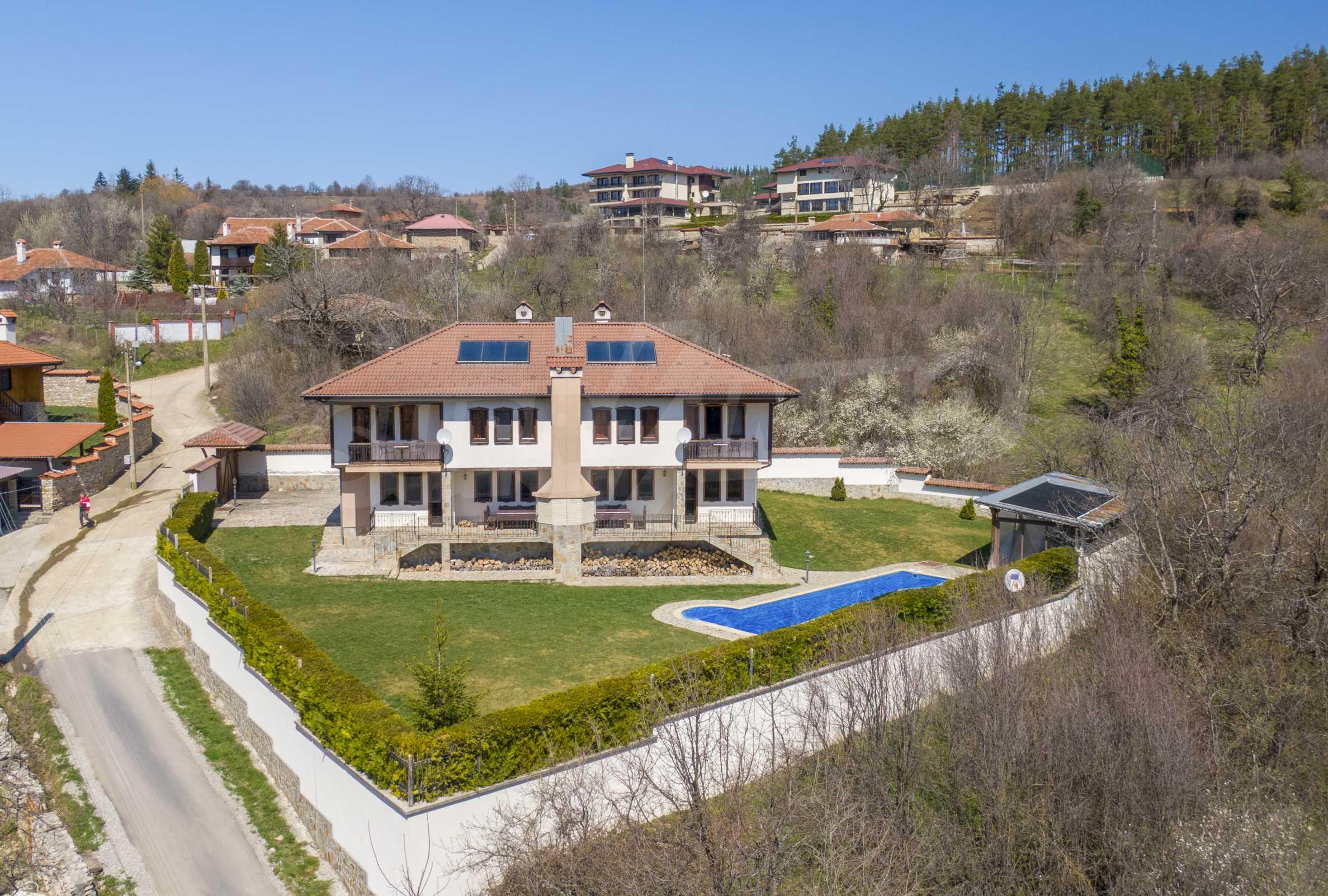 Zwei Doppelhäuser mit Swimmingpool in einem gemeinsamen Hof, nur 5 km vom Yovkovtsi-Damm entfernt 50