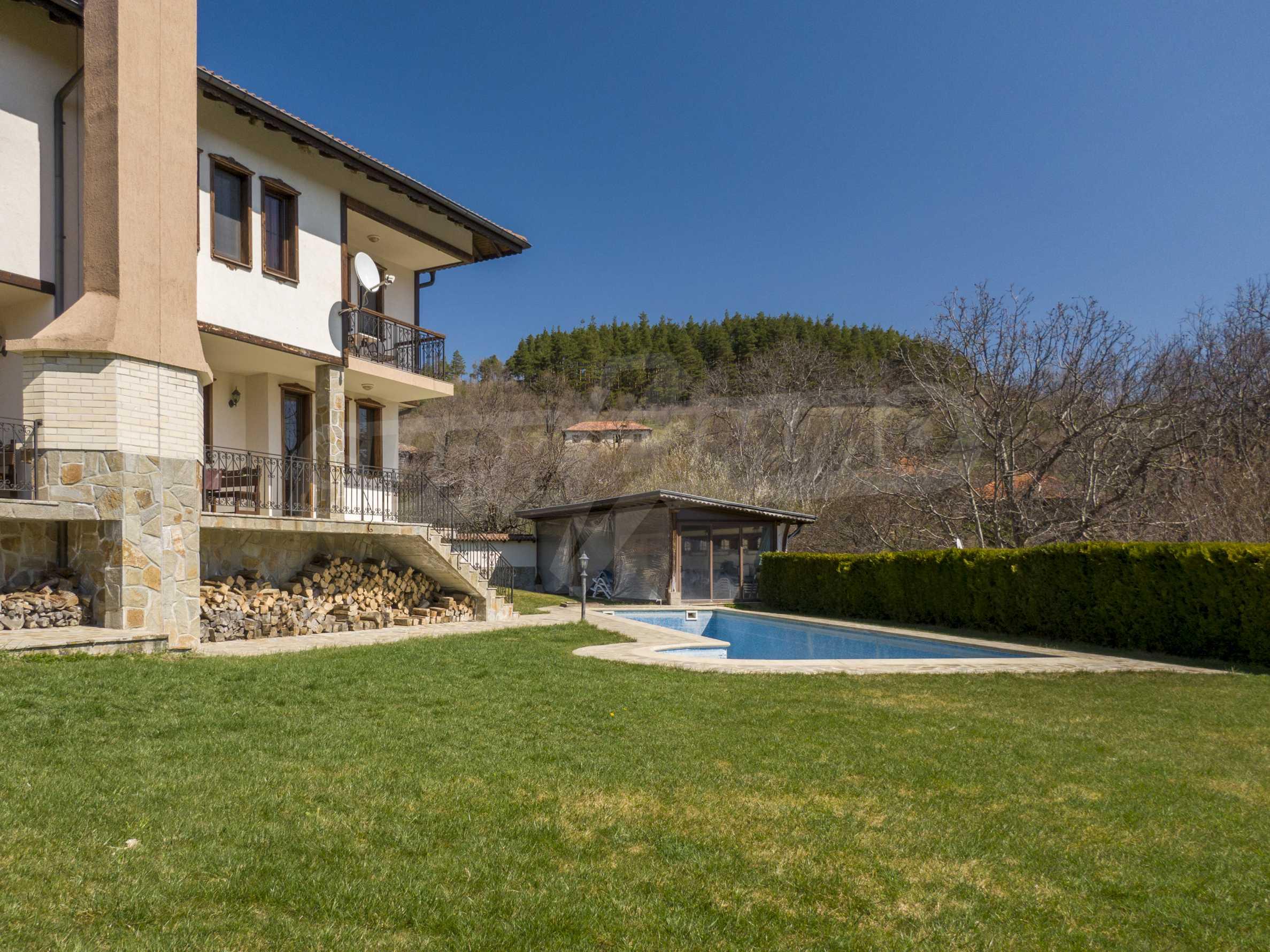 Zwei Doppelhäuser mit Swimmingpool in einem gemeinsamen Hof, nur 5 km vom Yovkovtsi-Damm entfernt 5