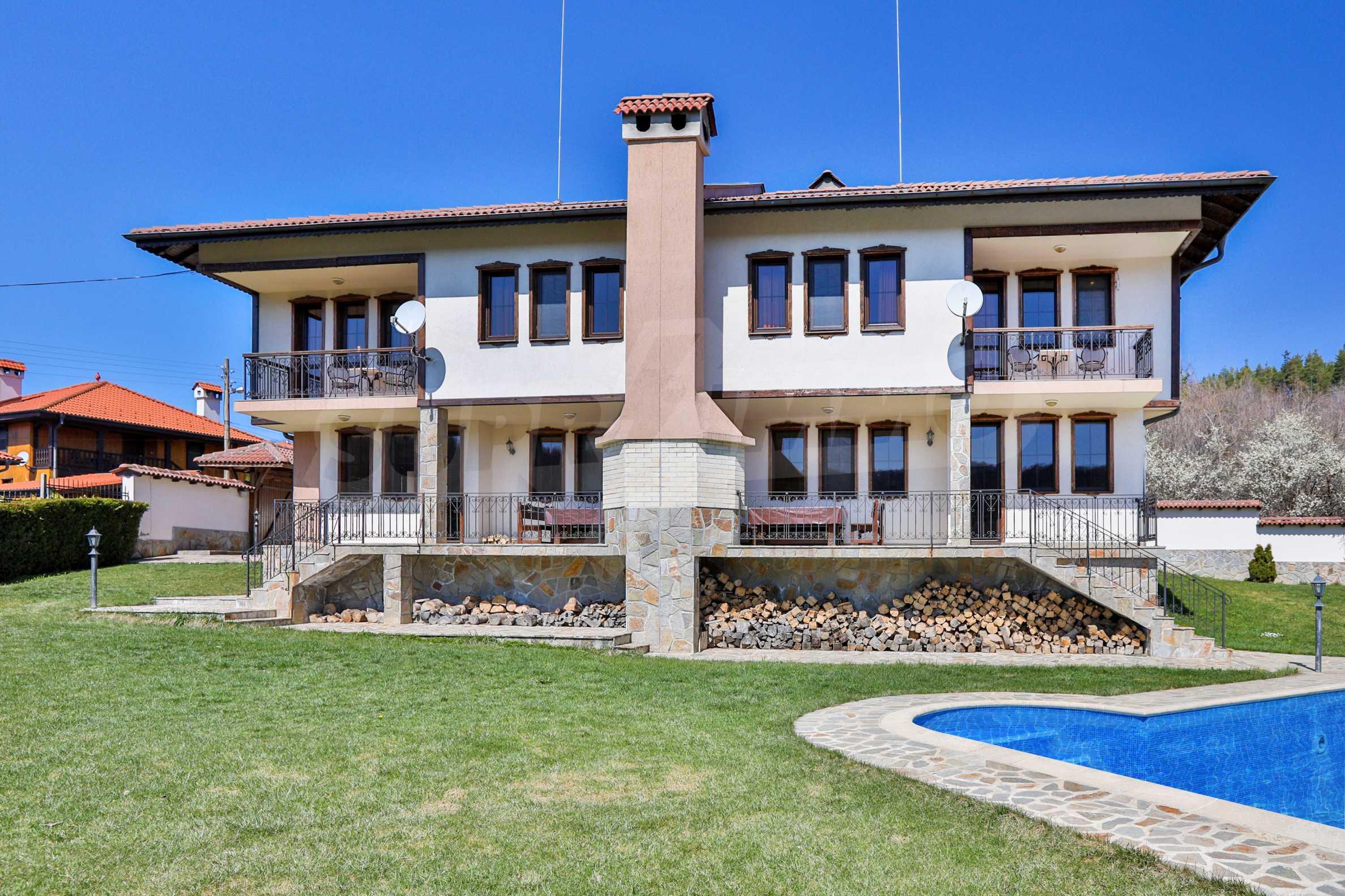 Zwei Doppelhäuser mit Swimmingpool in einem gemeinsamen Hof, nur 5 km vom Yovkovtsi-Damm entfernt 6
