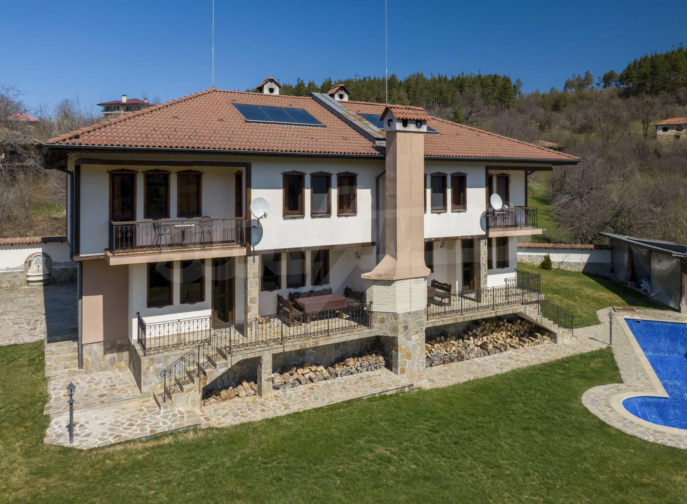 Zwei Doppelhäuser mit Swimmingpool in einem gemeinsamen Hof, nur 5 km vom Yovkovtsi-Damm entfernt 7