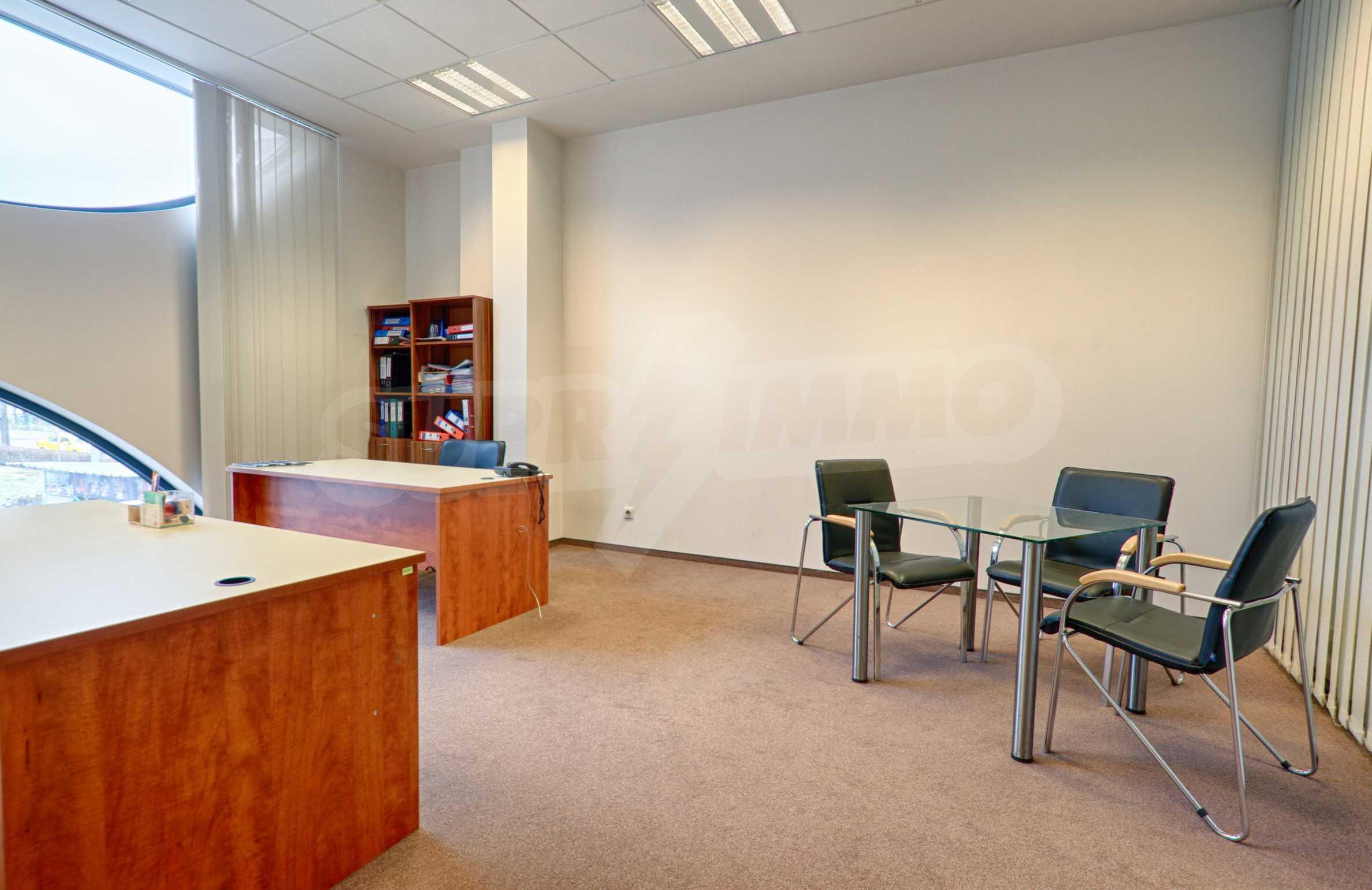 Впечатляващ офис до хотел Плиска 15
