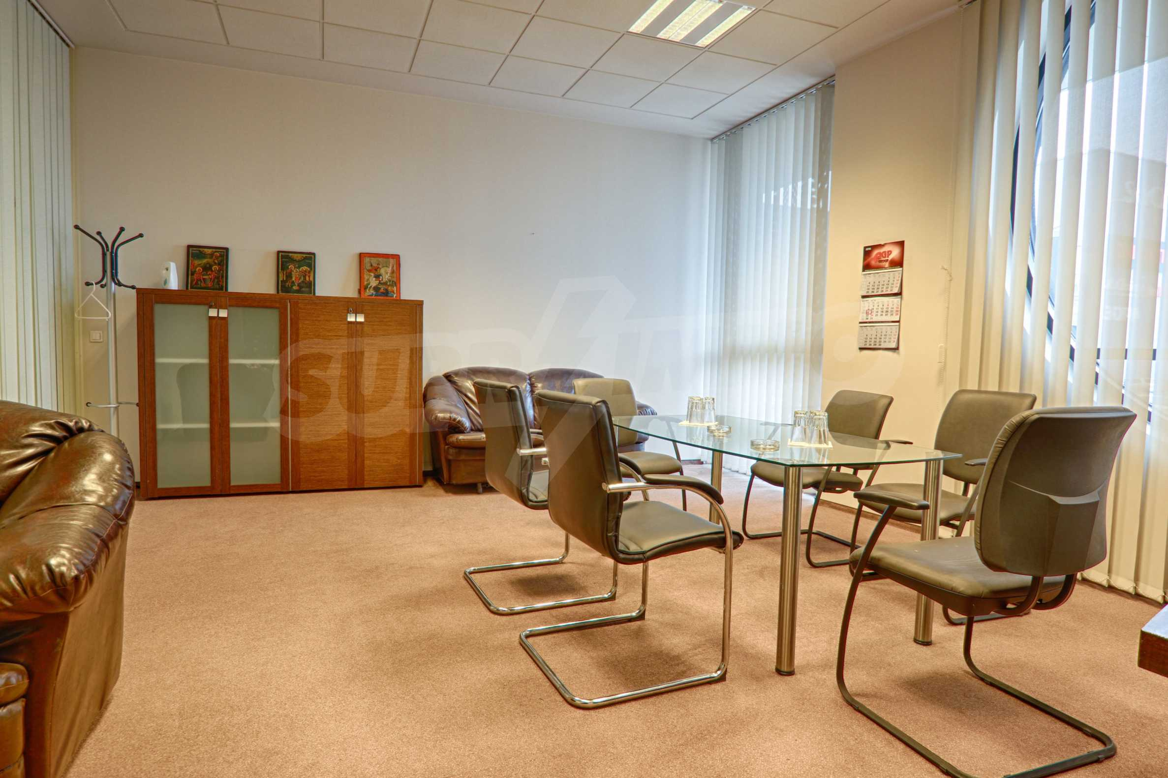 Впечатляващ офис до хотел Плиска 16