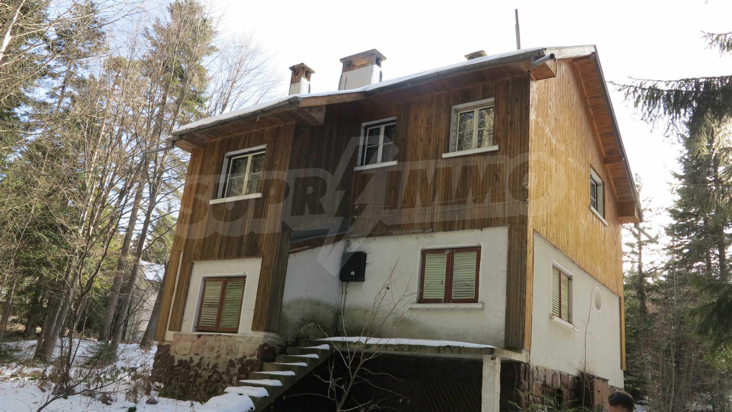 Großes Grundstück mit zweistöckiger Villa im Skigebiet Borovets 2