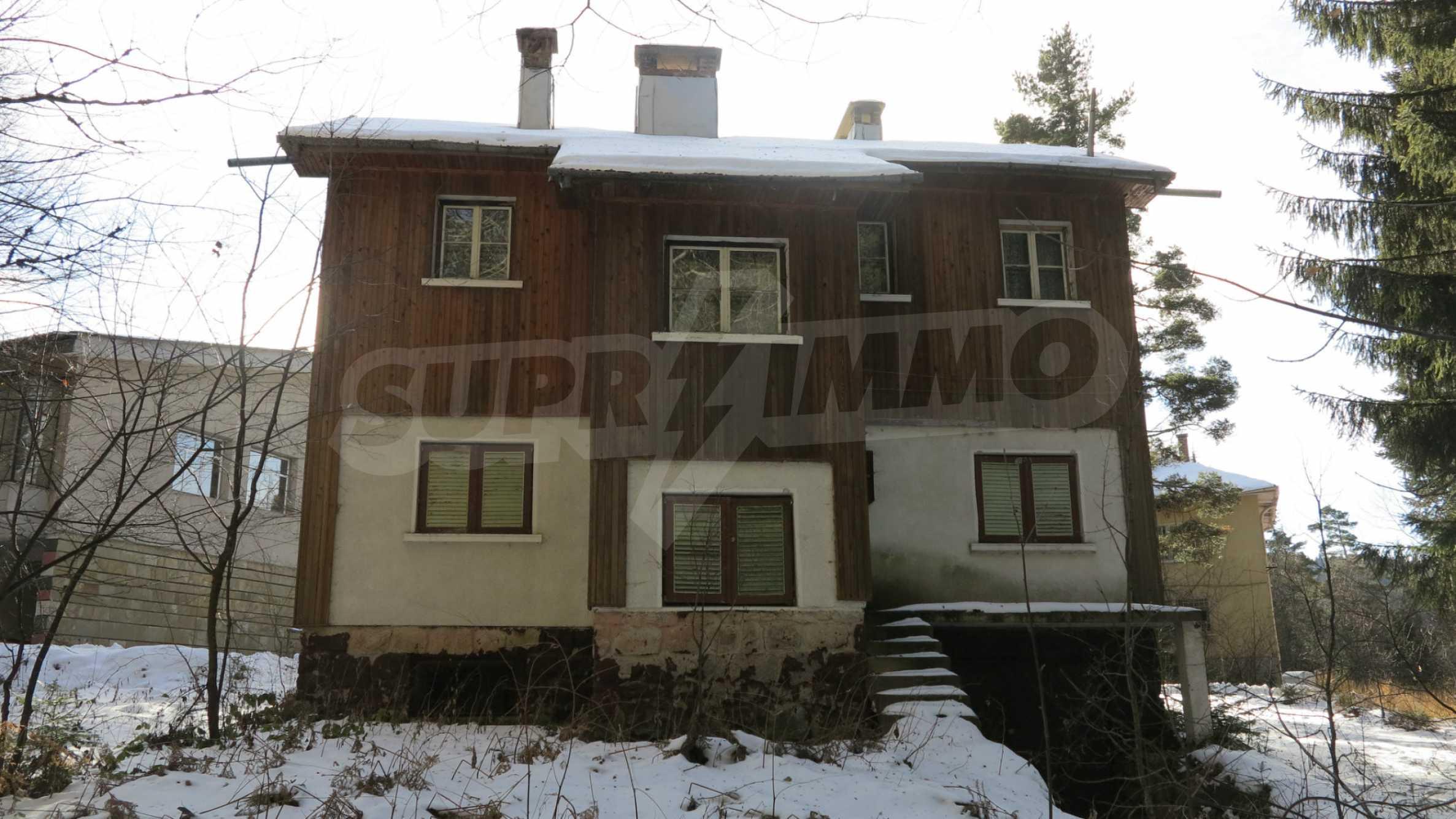 Großes Grundstück mit zweistöckiger Villa im Skigebiet Borovets 3