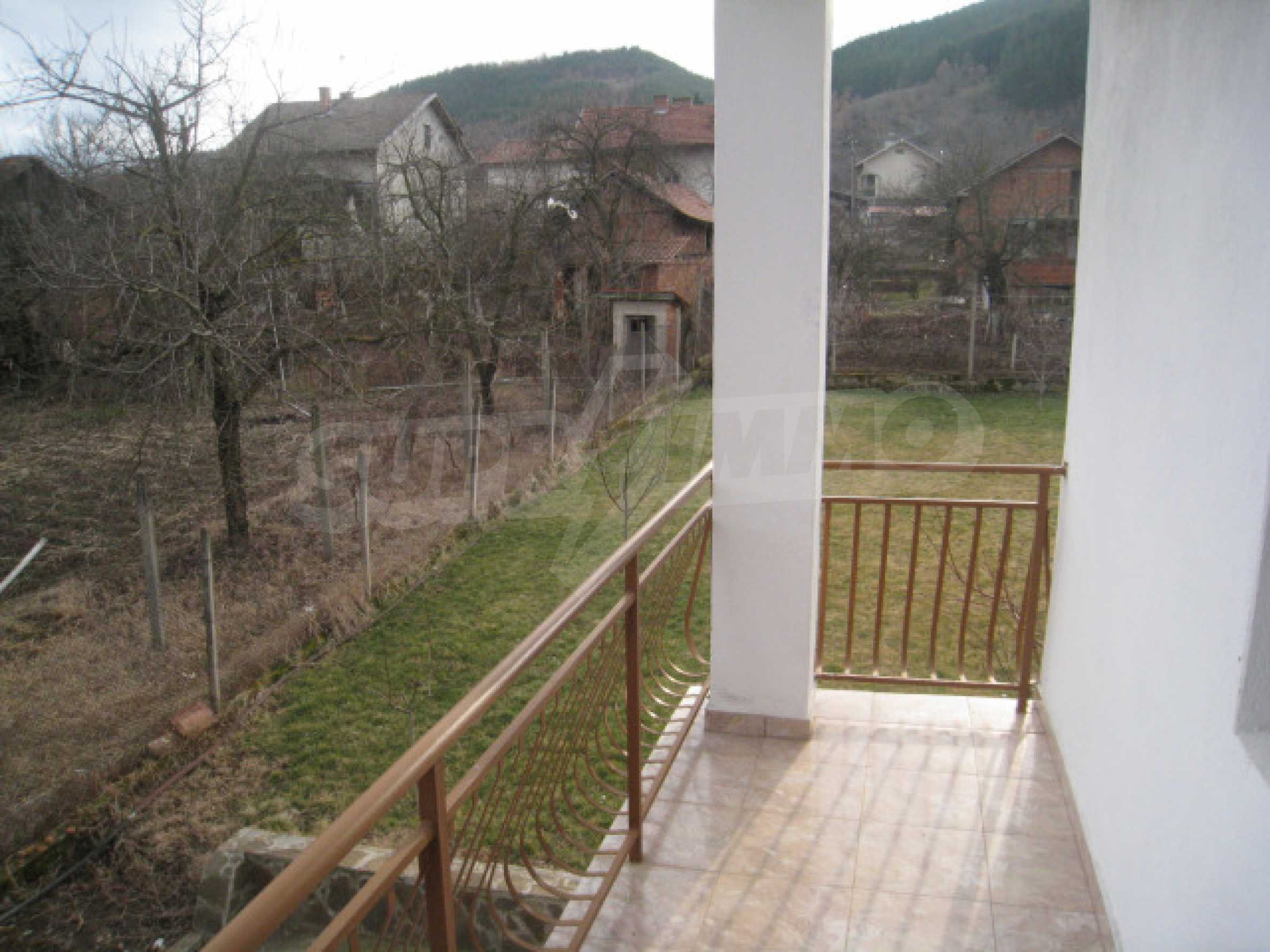 Хубава къща с прекрасни гледки към планината 30