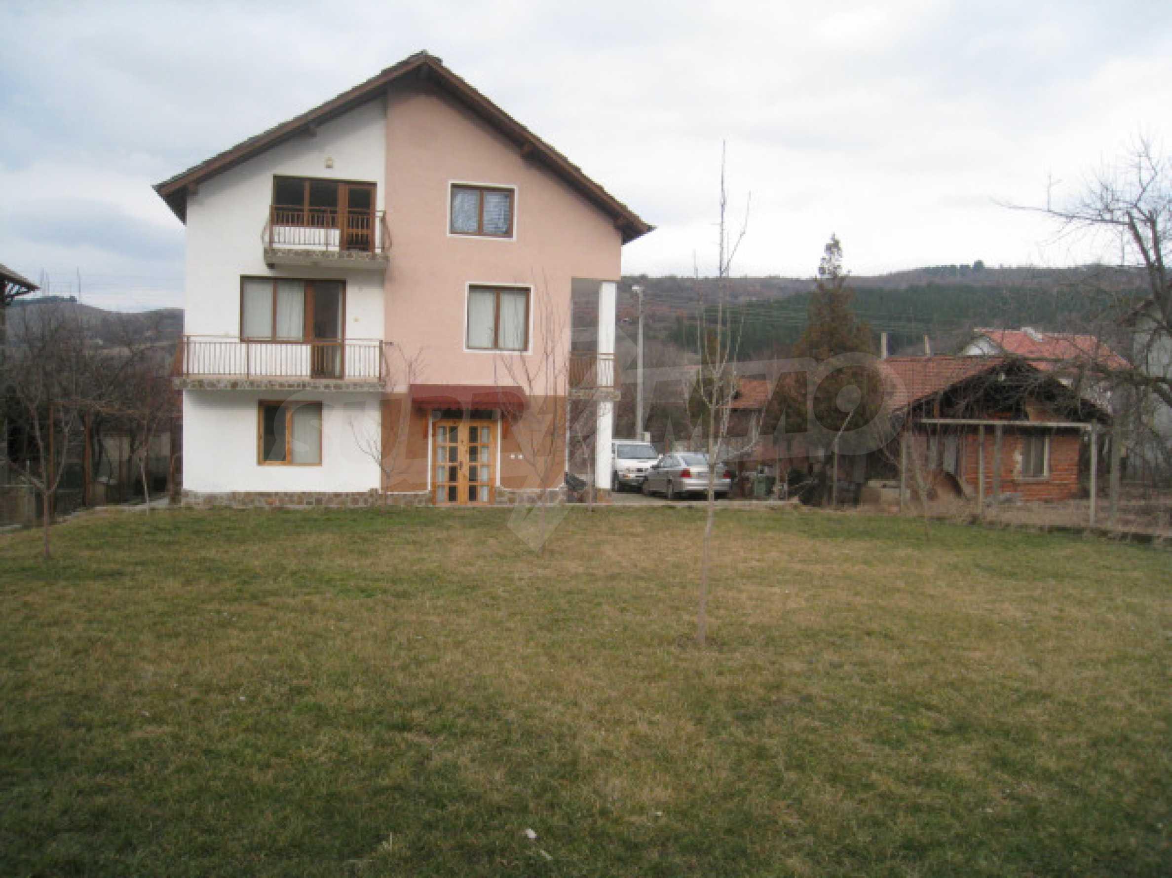 Хубава къща с прекрасни гледки към планината 40