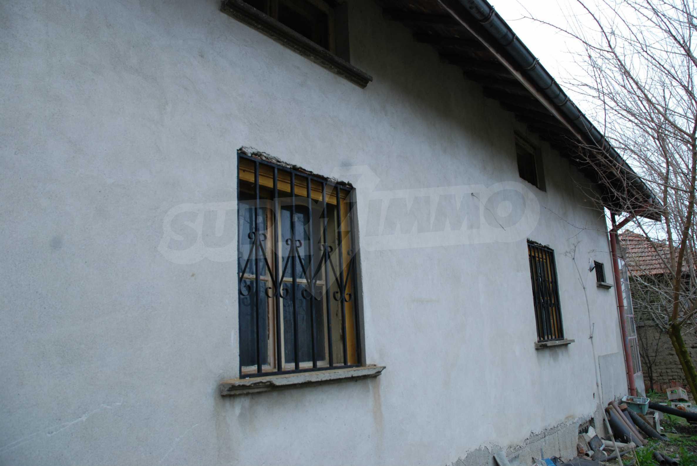 Ein solides, großes Haus in einem Dorf am Fluss 13