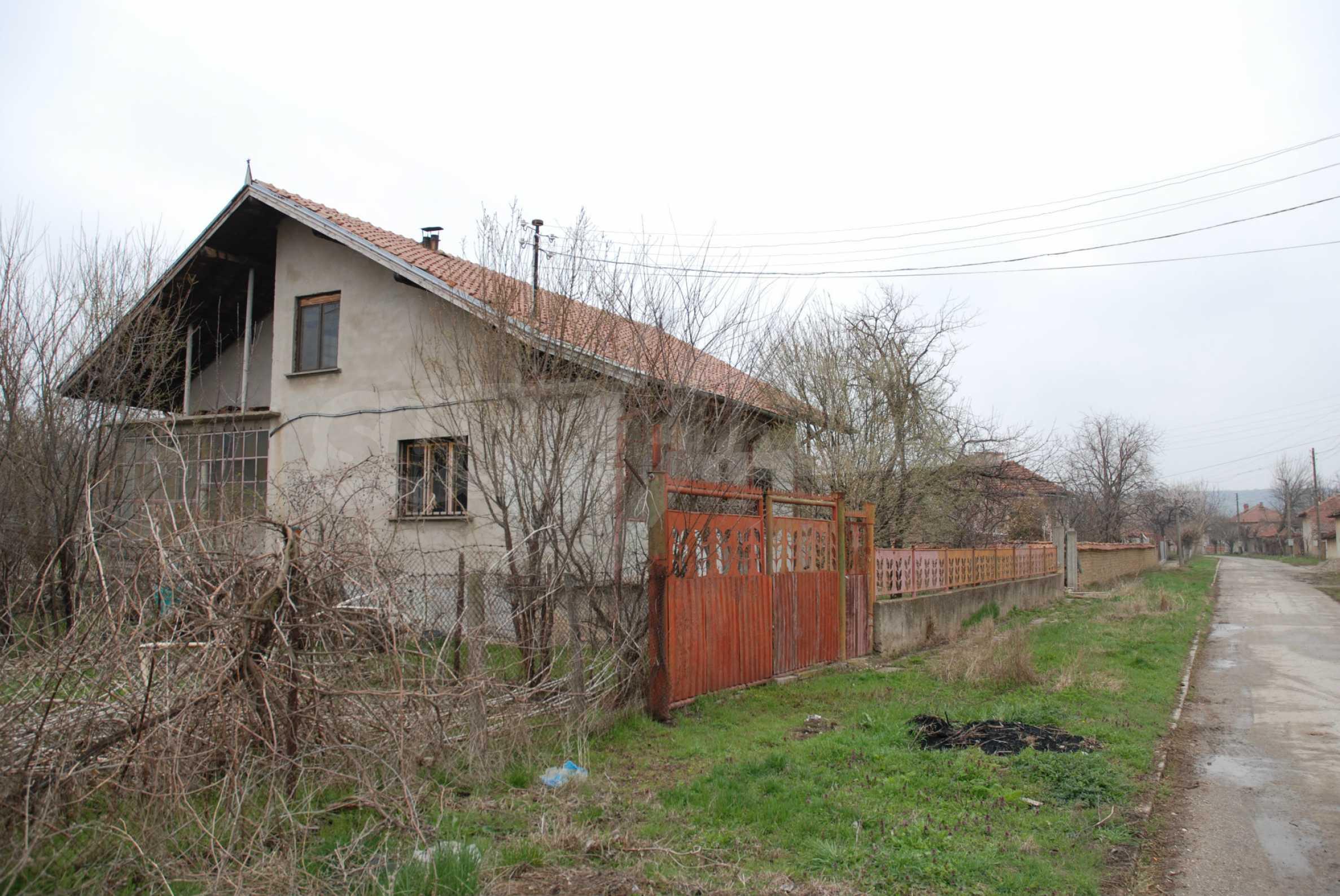 Ein solides, großes Haus in einem Dorf am Fluss 4