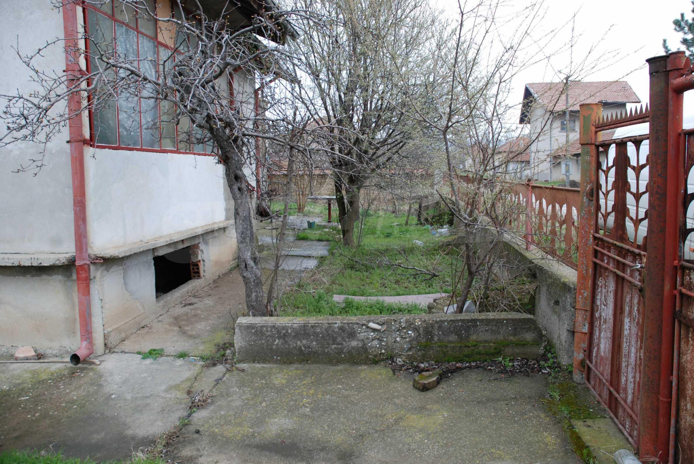 Ein solides, großes Haus in einem Dorf am Fluss 6