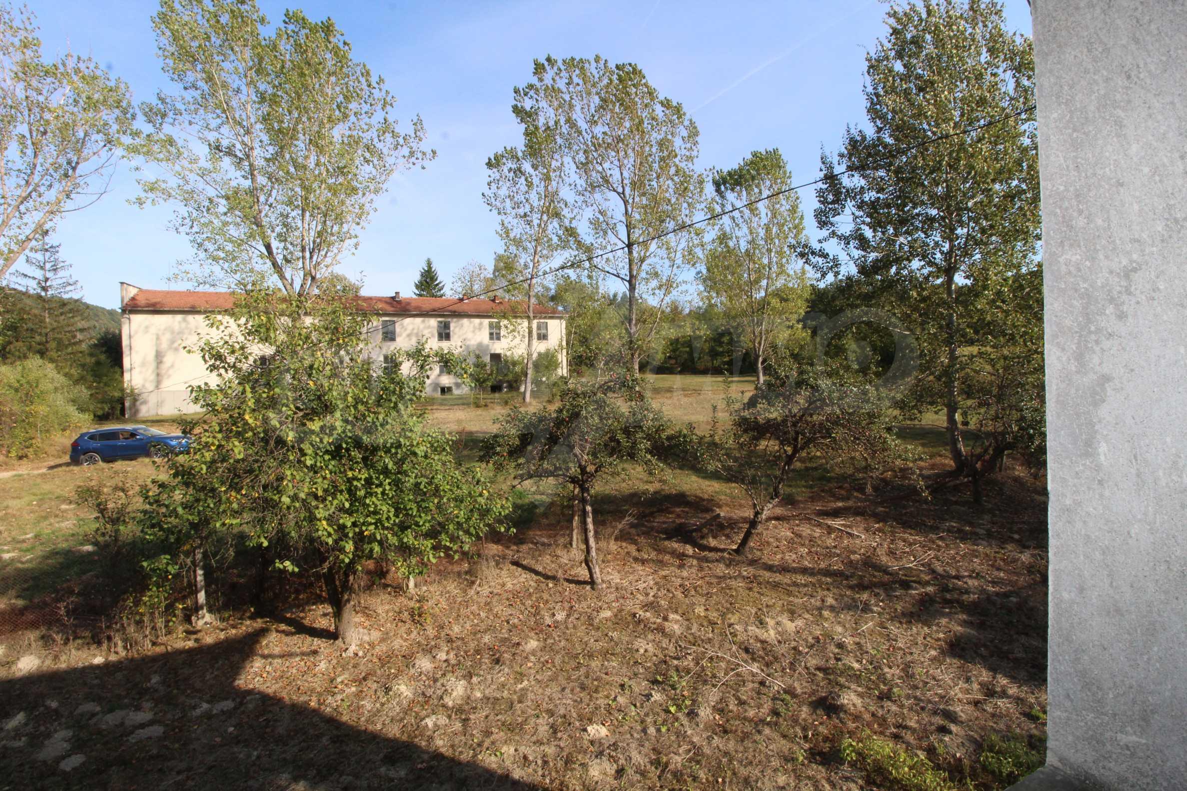 Къща с двор в  квартал на гр. Априлци 16