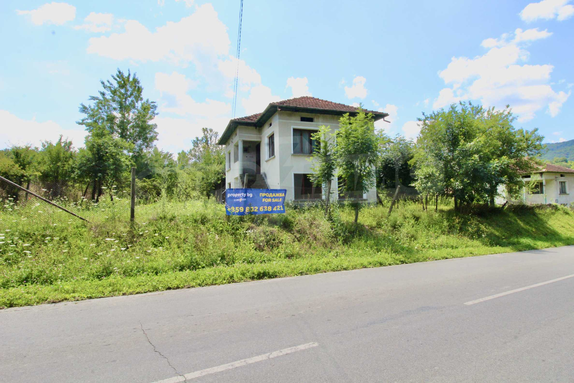 Къща с двор в  квартал на гр. Априлци 1