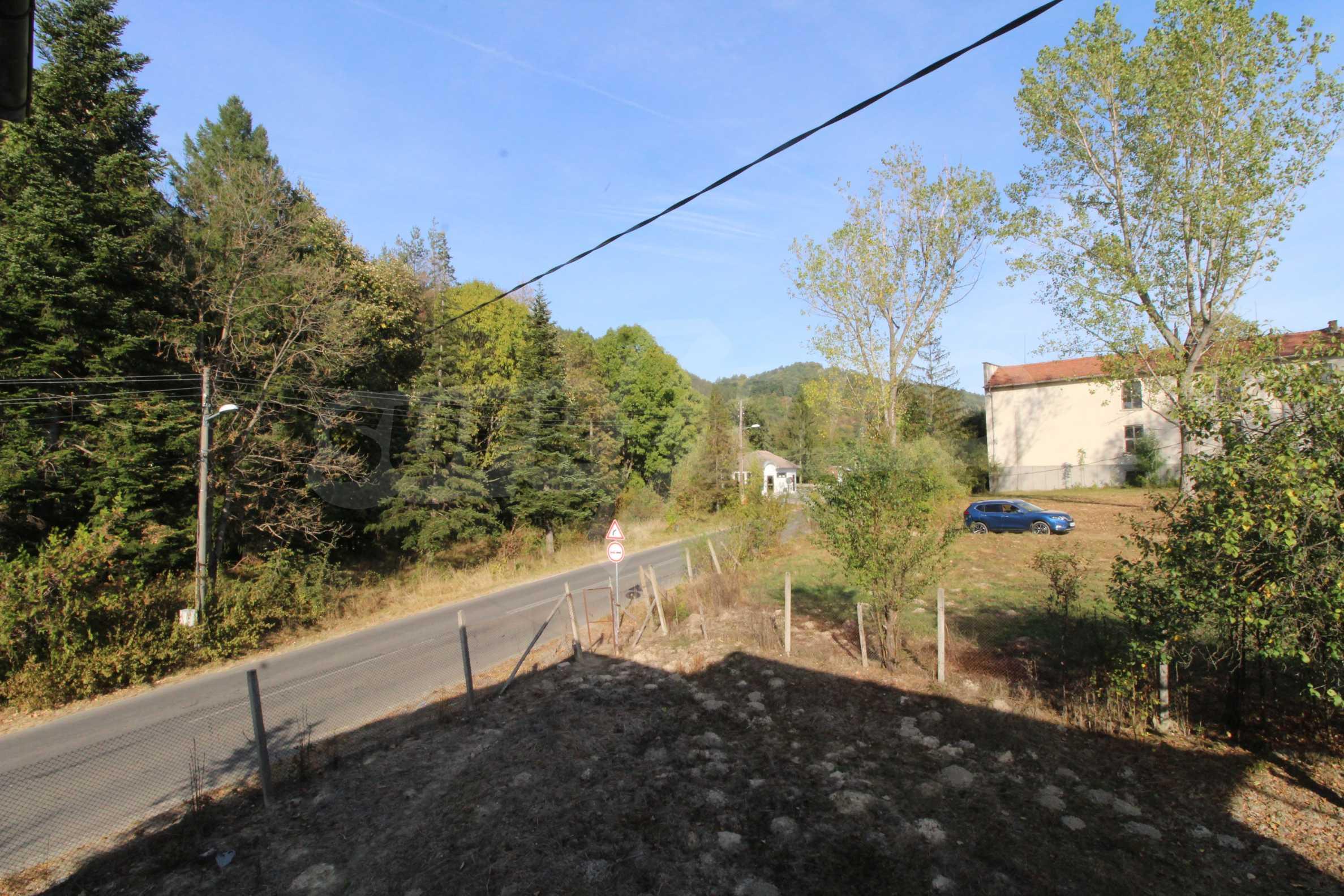 Къща с двор в  квартал на гр. Априлци 26
