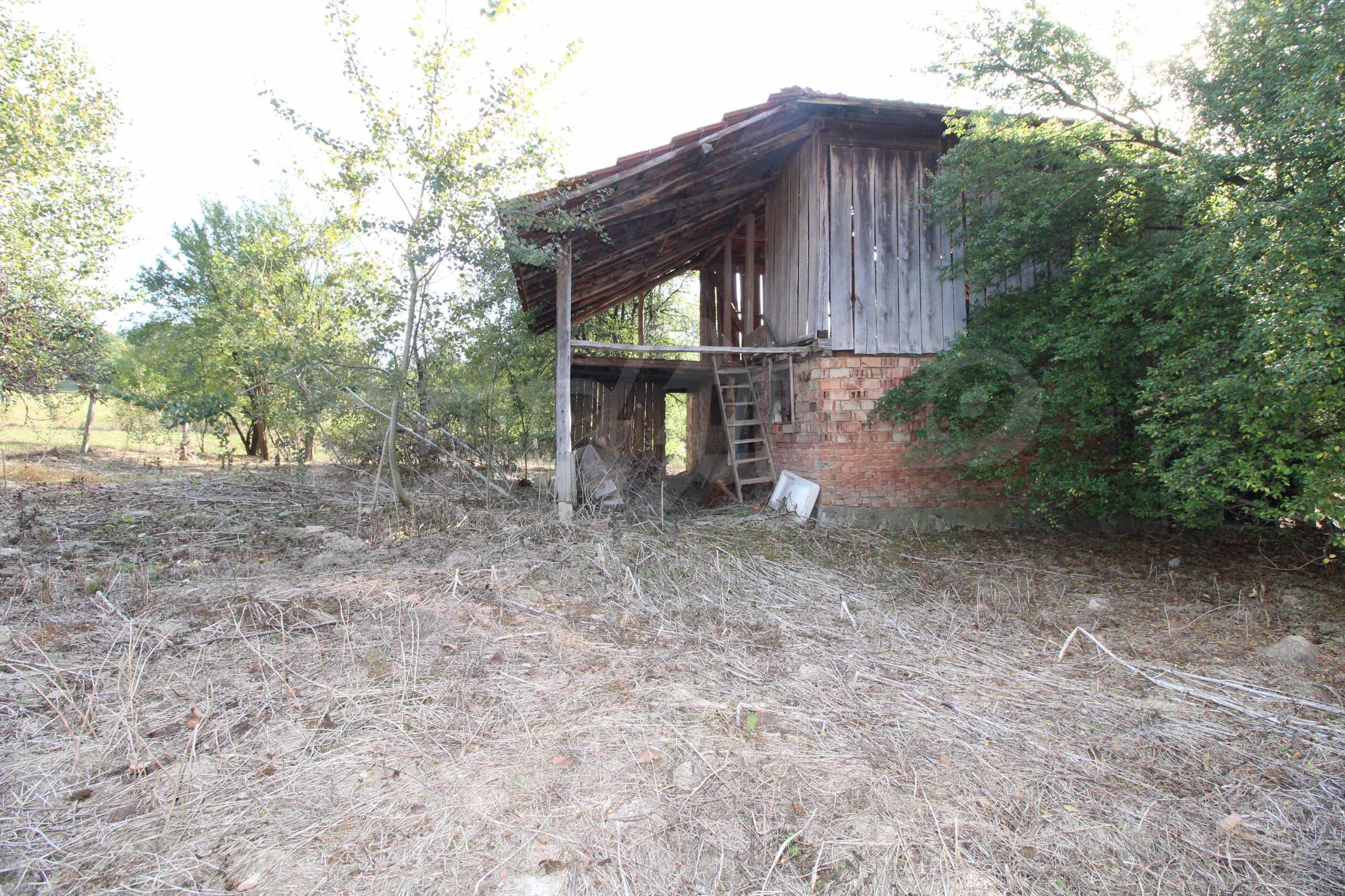 Къща с двор в  квартал на гр. Априлци 27