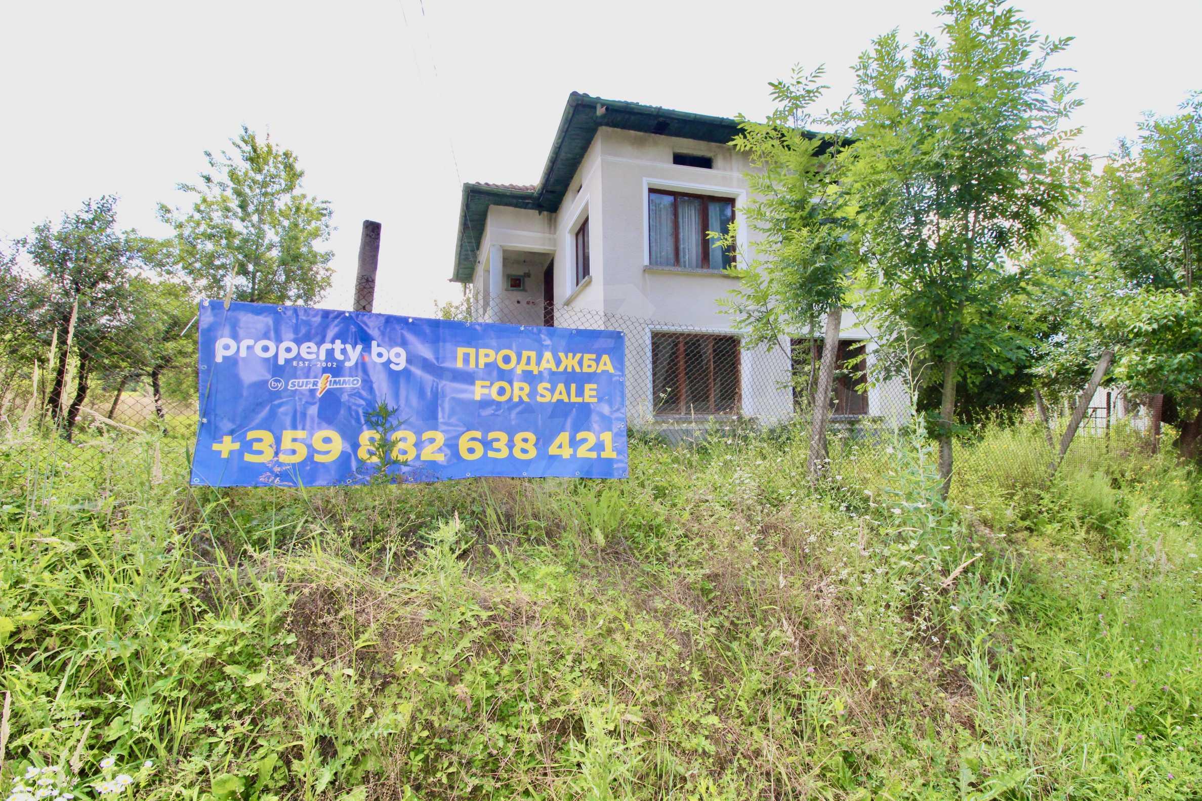 Къща с двор в  квартал на гр. Априлци 2