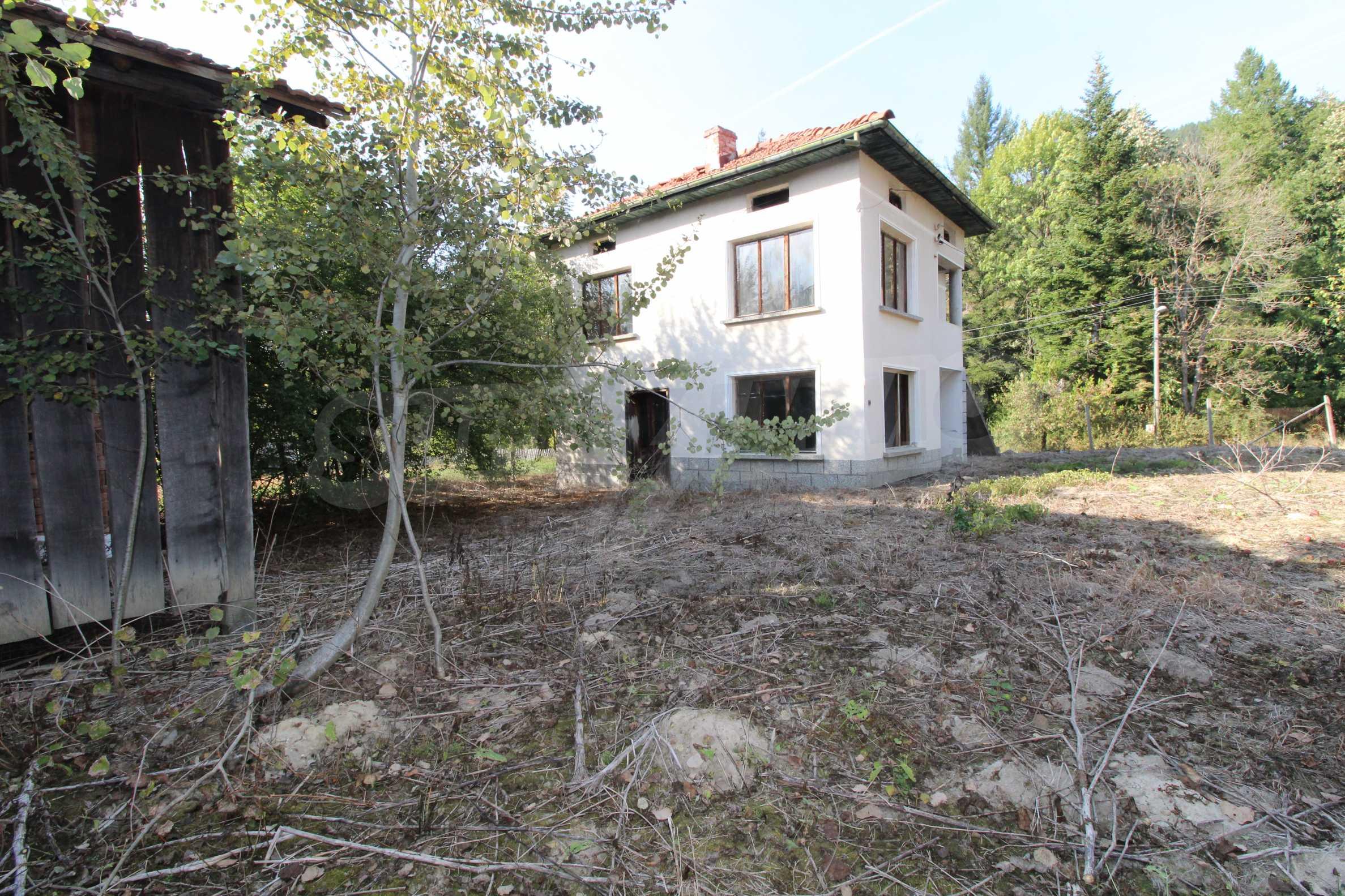 Къща с двор в  квартал на гр. Априлци 28