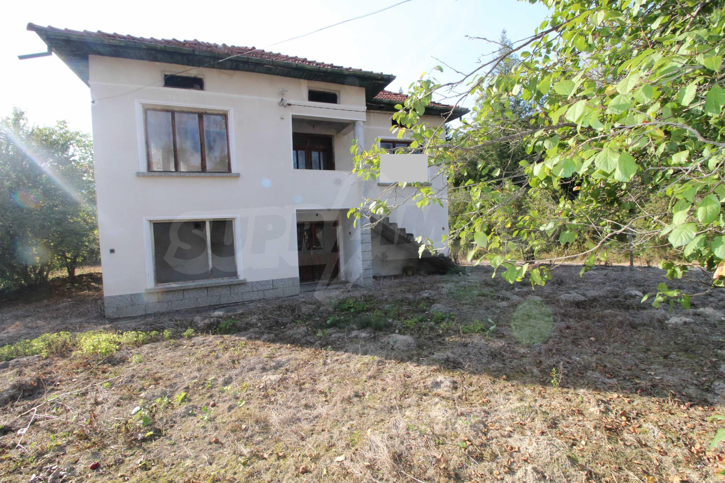 Къща с двор в  квартал на гр. Априлци 30