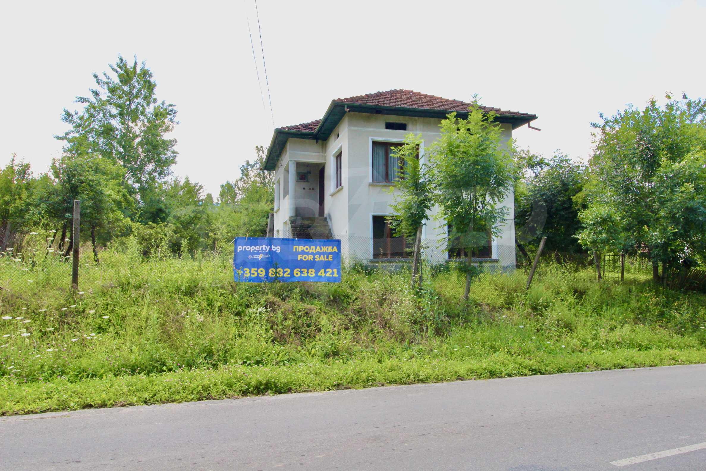 Къща с двор в  квартал на гр. Априлци 3