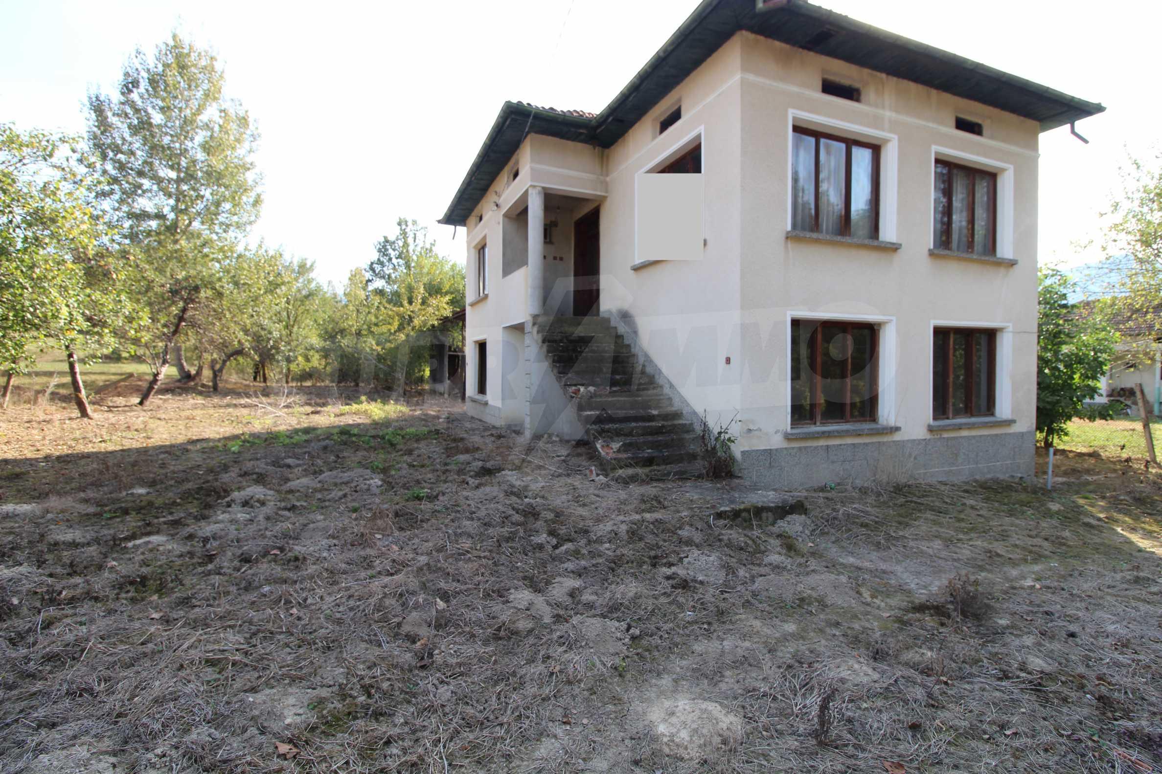 Къща с двор в  квартал на гр. Априлци 6