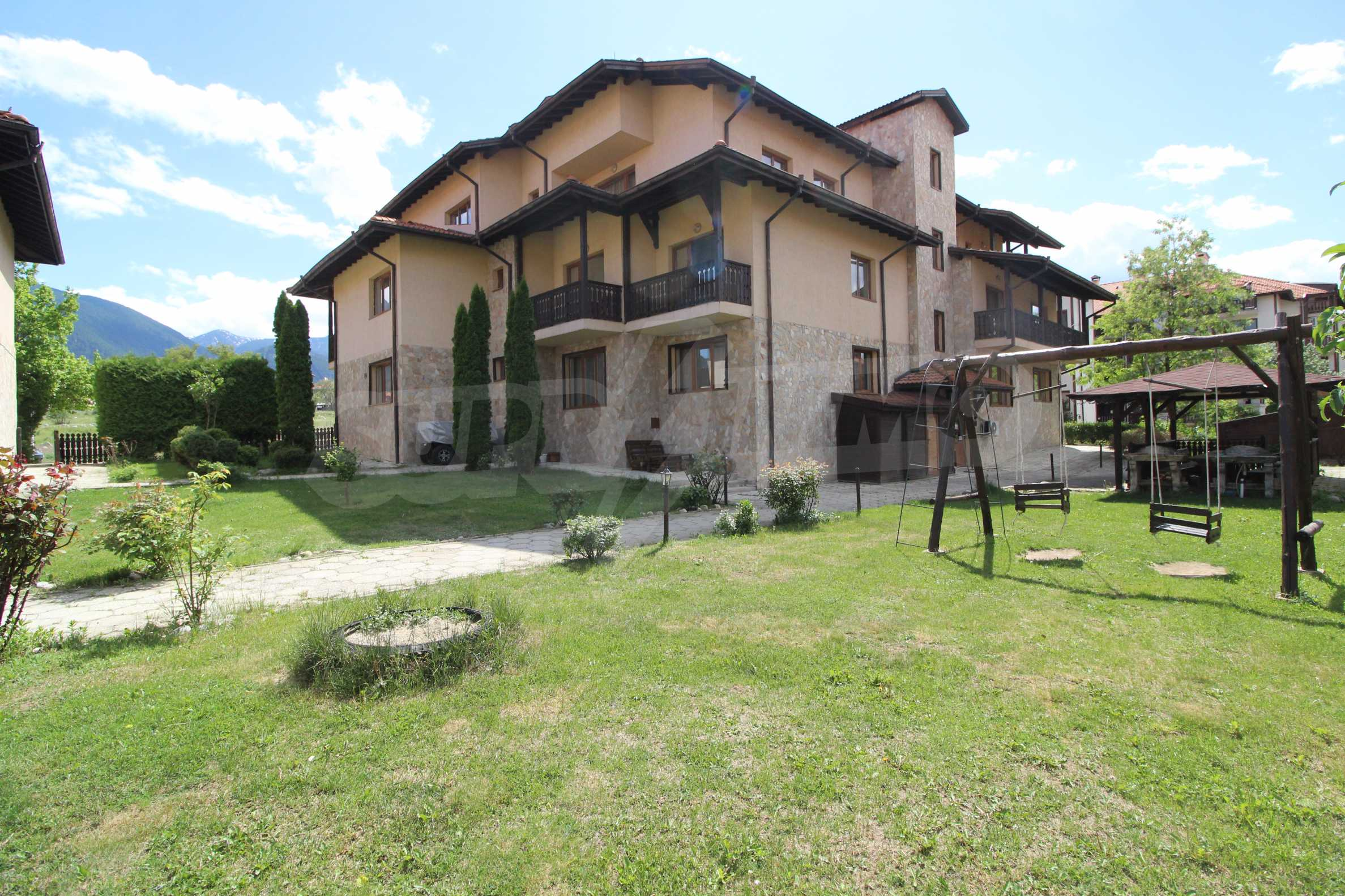 Furnished two-bedroom apartment located in Top Lodge complex, just meters from the ski lift in Bansko 12