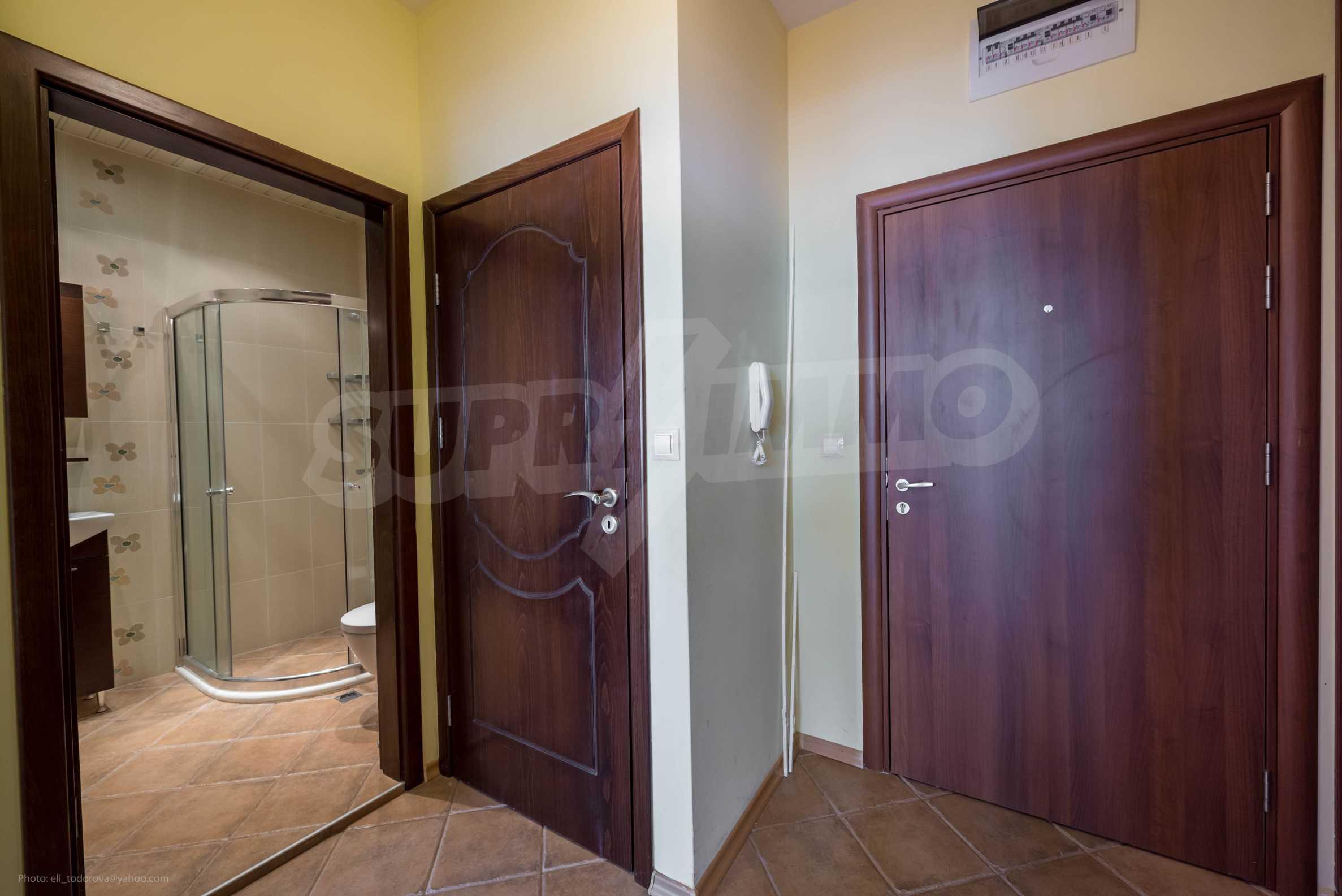 Narcissus Apartment 10