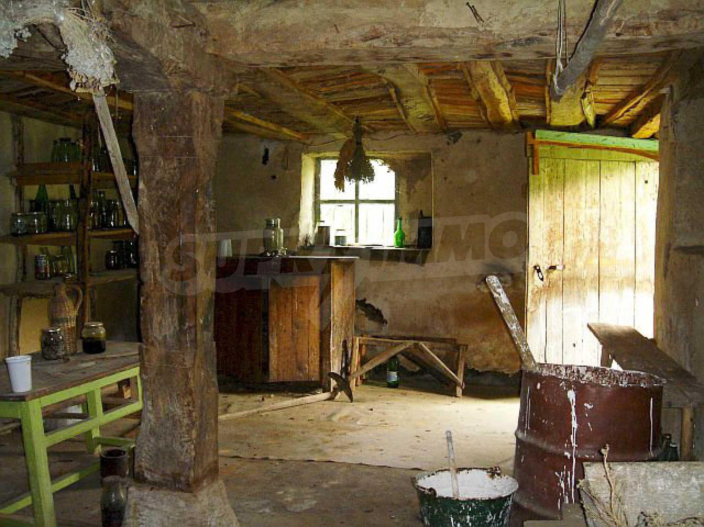 Двуетажна къща с голям двор в китно селце на 10 км. от град Габрово 9