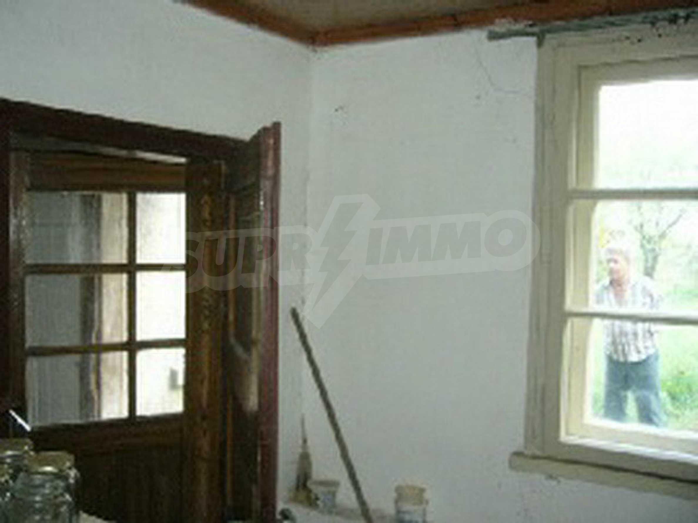 Двуетажна къща с голям двор в китно селце на 10 км. от град Габрово 19