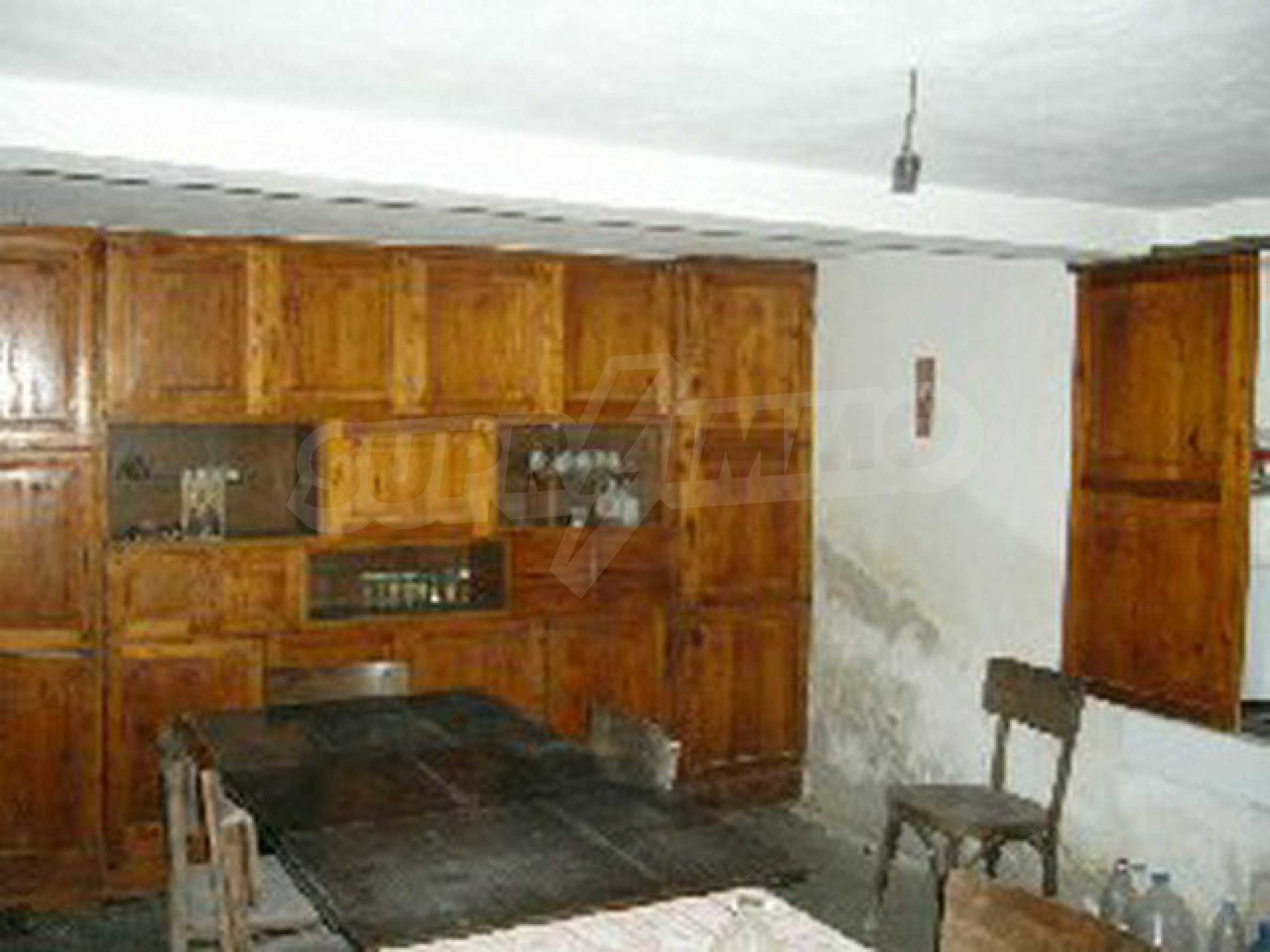 Двуетажна къща с голям двор в китно селце на 10 км. от град Габрово 20
