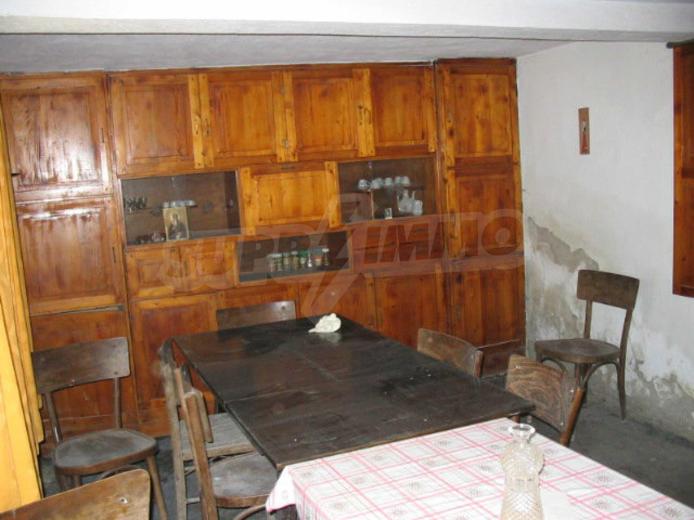 Двуетажна къща с голям двор в китно селце на 10 км. от град Габрово 28