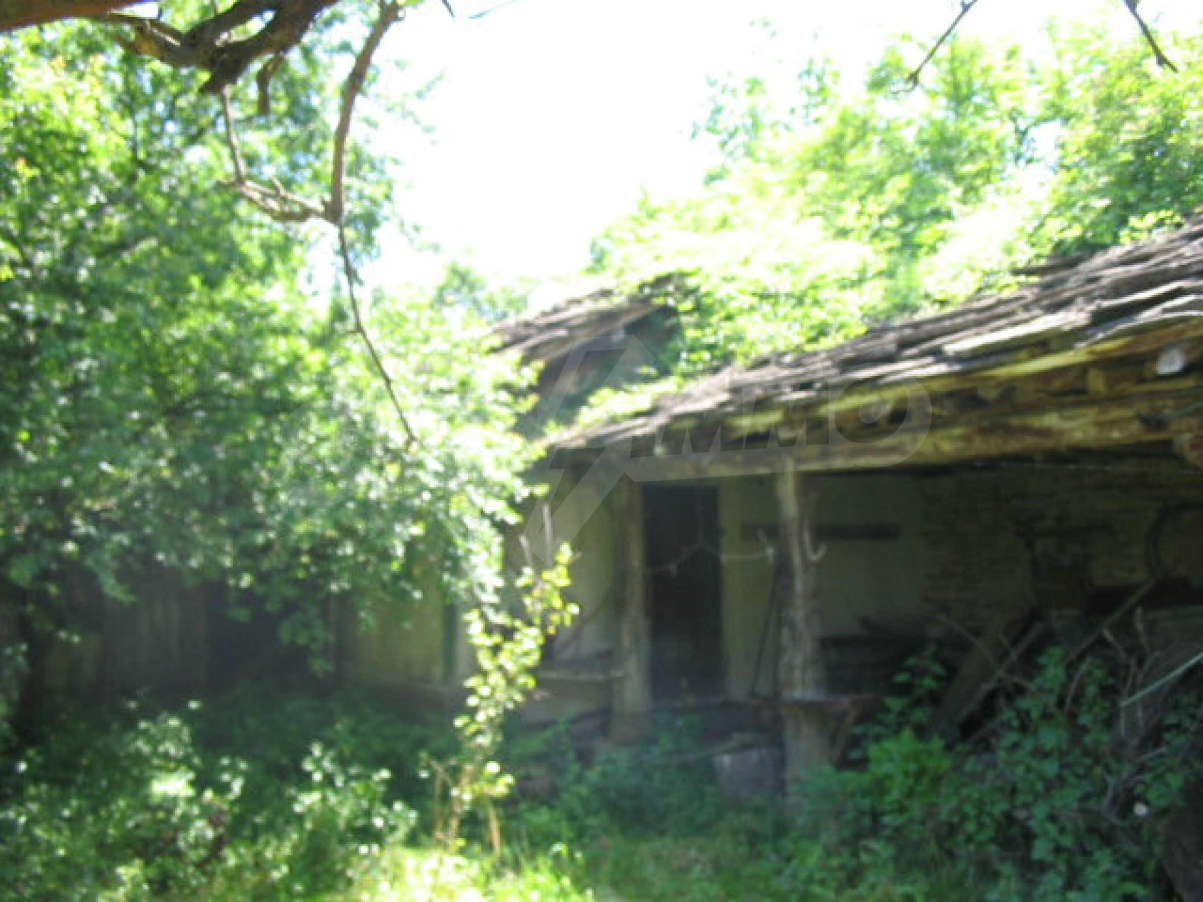 Двуетажна къща с голям двор в китно селце на 10 км. от град Габрово 35