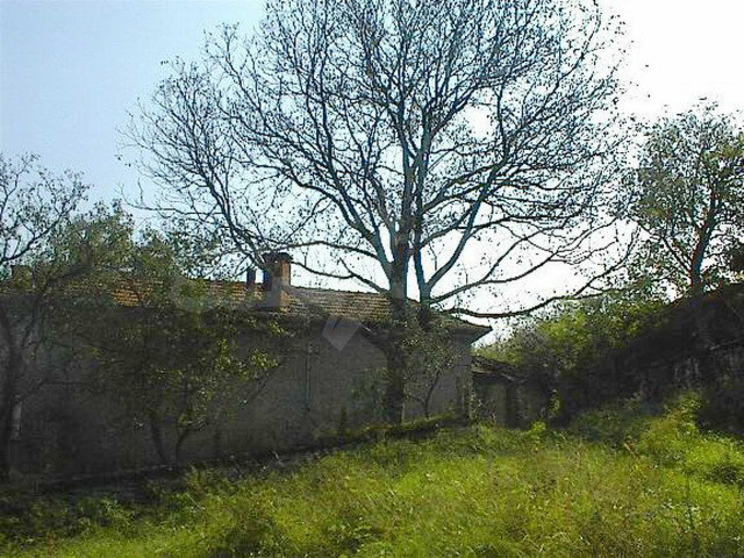Двуетажна къща с голям двор в китно селце на 10 км. от град Габрово 5