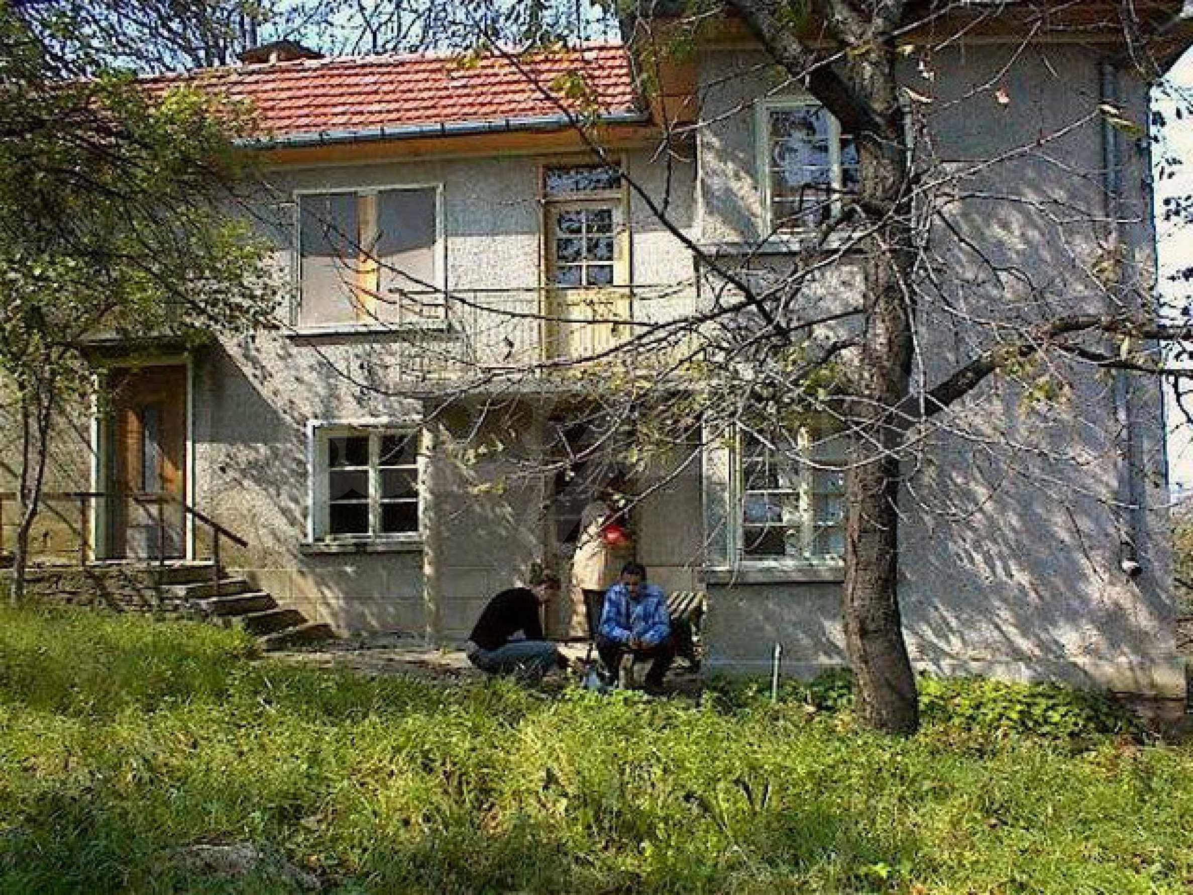 Двуетажна къща с голям двор в китно селце на 10 км. от град Габрово 8
