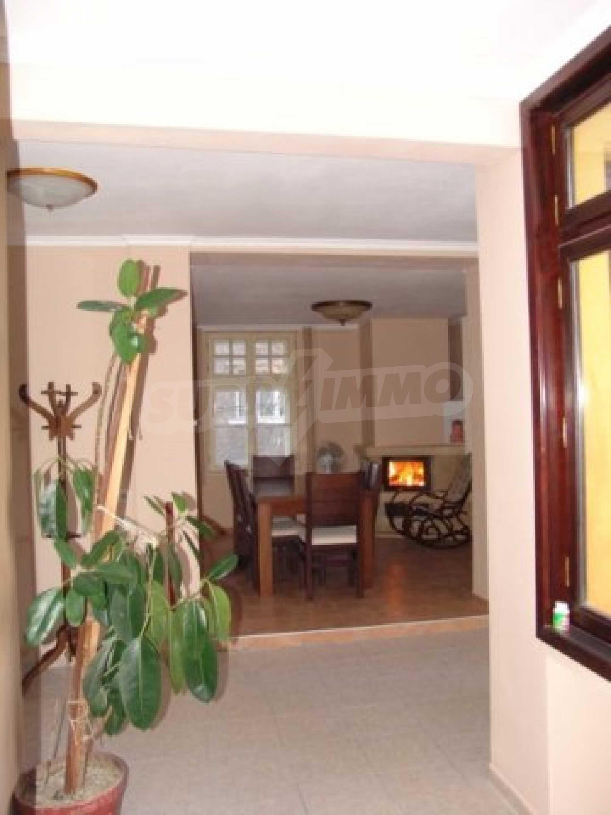 Етаж от къща автентичен дух в идеалния център на Варна 10