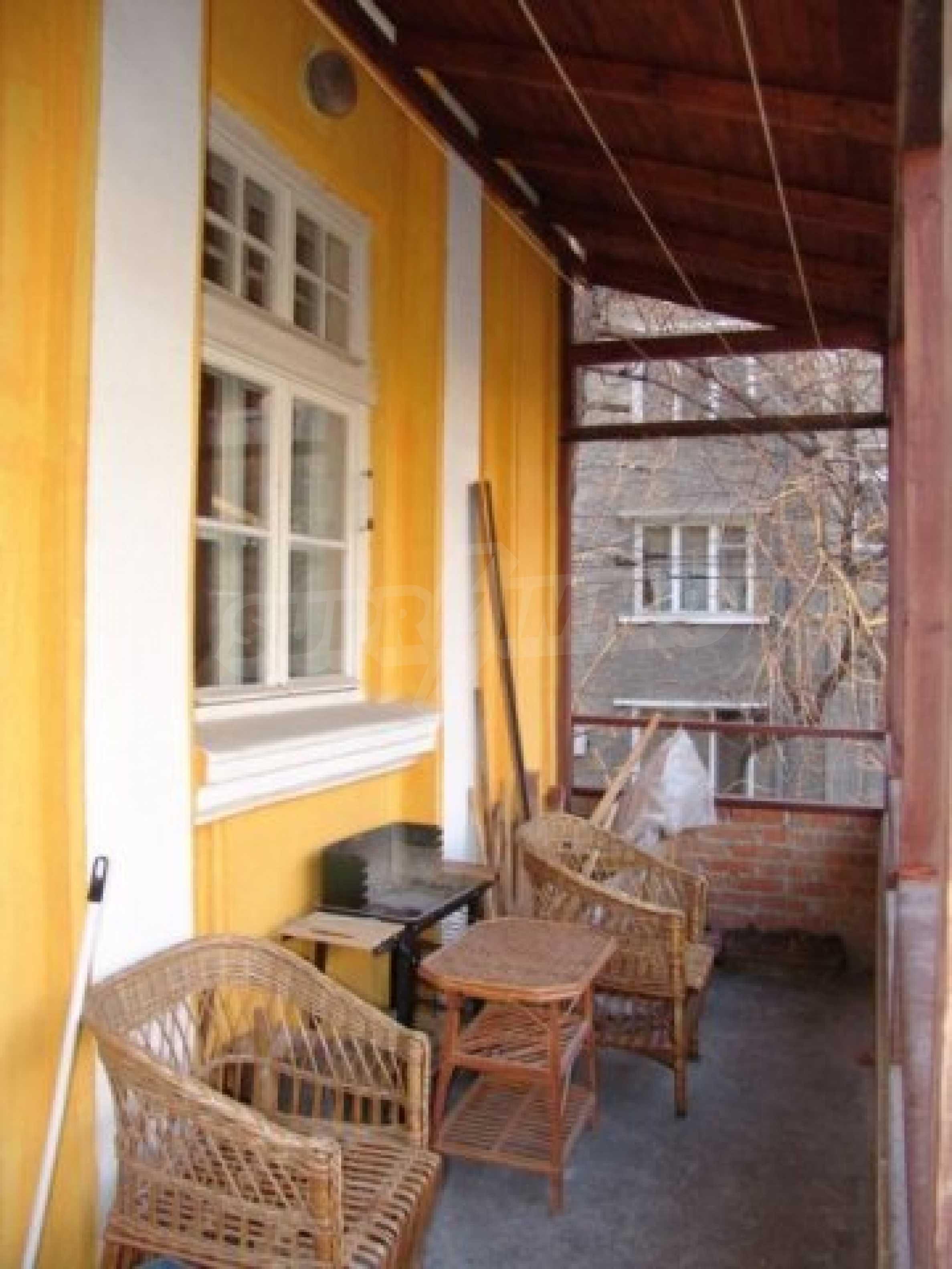 Етаж от къща автентичен дух в идеалния център на Варна 13
