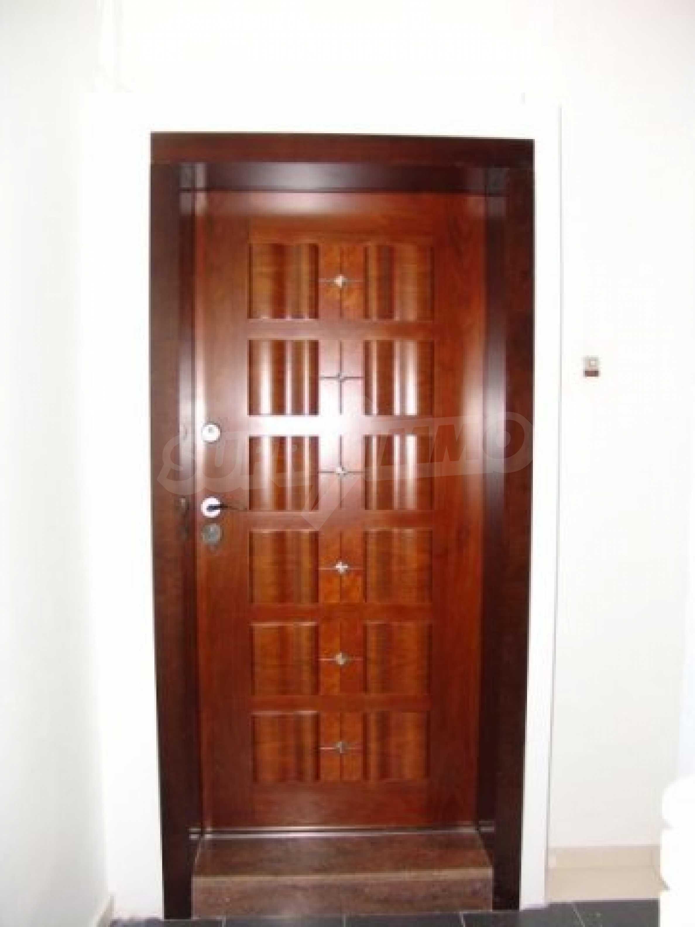 Етаж от къща автентичен дух в идеалния център на Варна 3