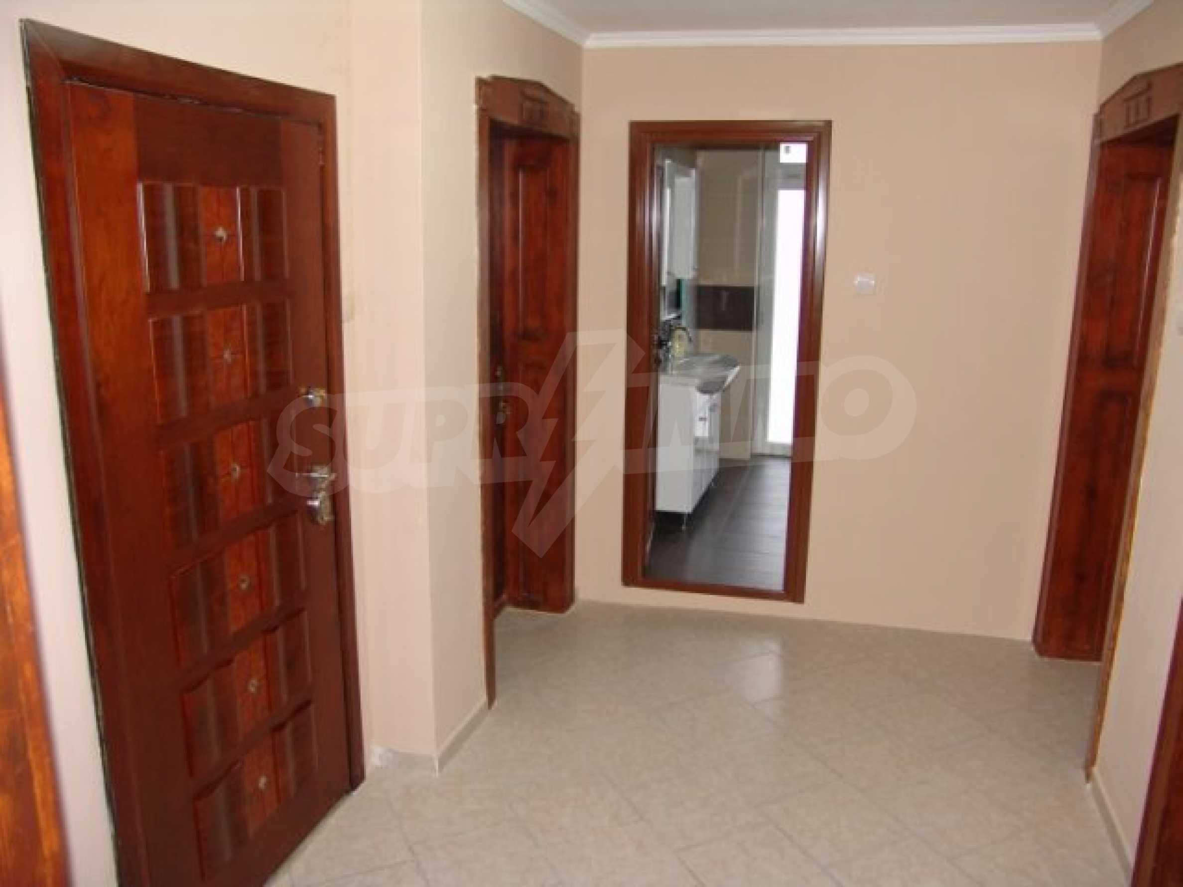 Етаж от къща автентичен дух в идеалния център на Варна 4