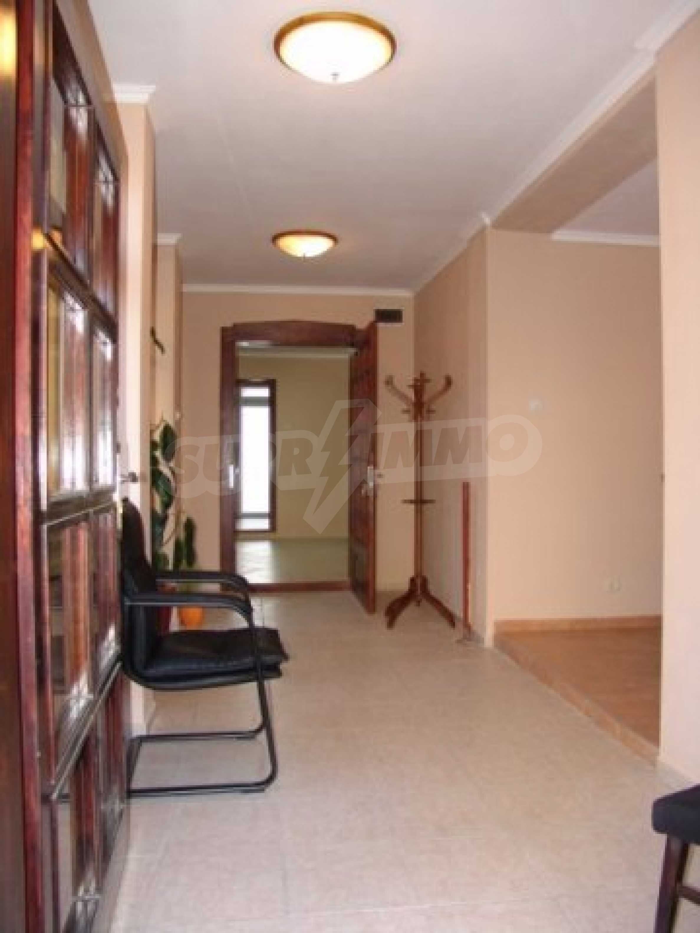 Етаж от къща автентичен дух в идеалния център на Варна 6