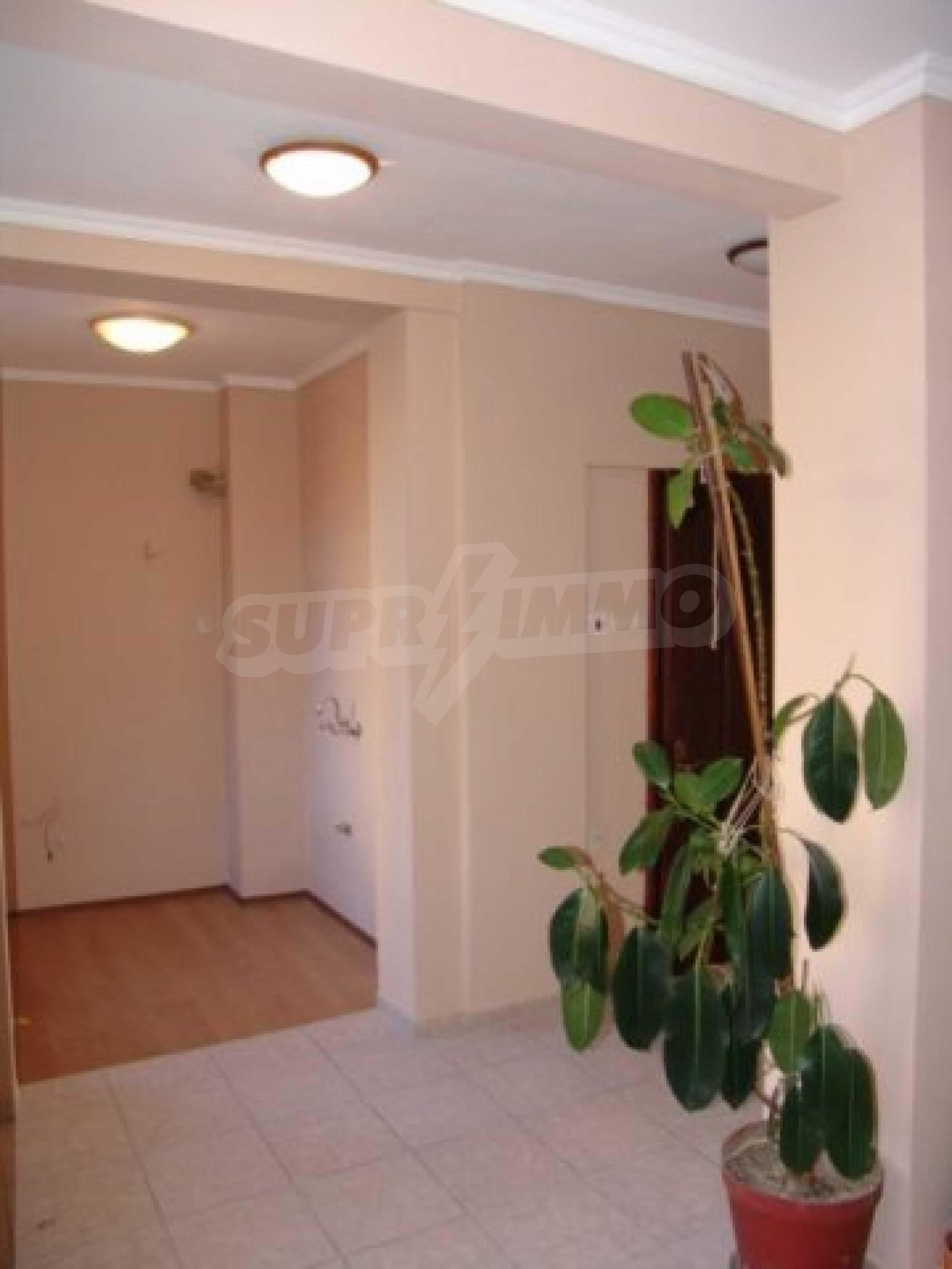 Етаж от къща автентичен дух в идеалния център на Варна 7