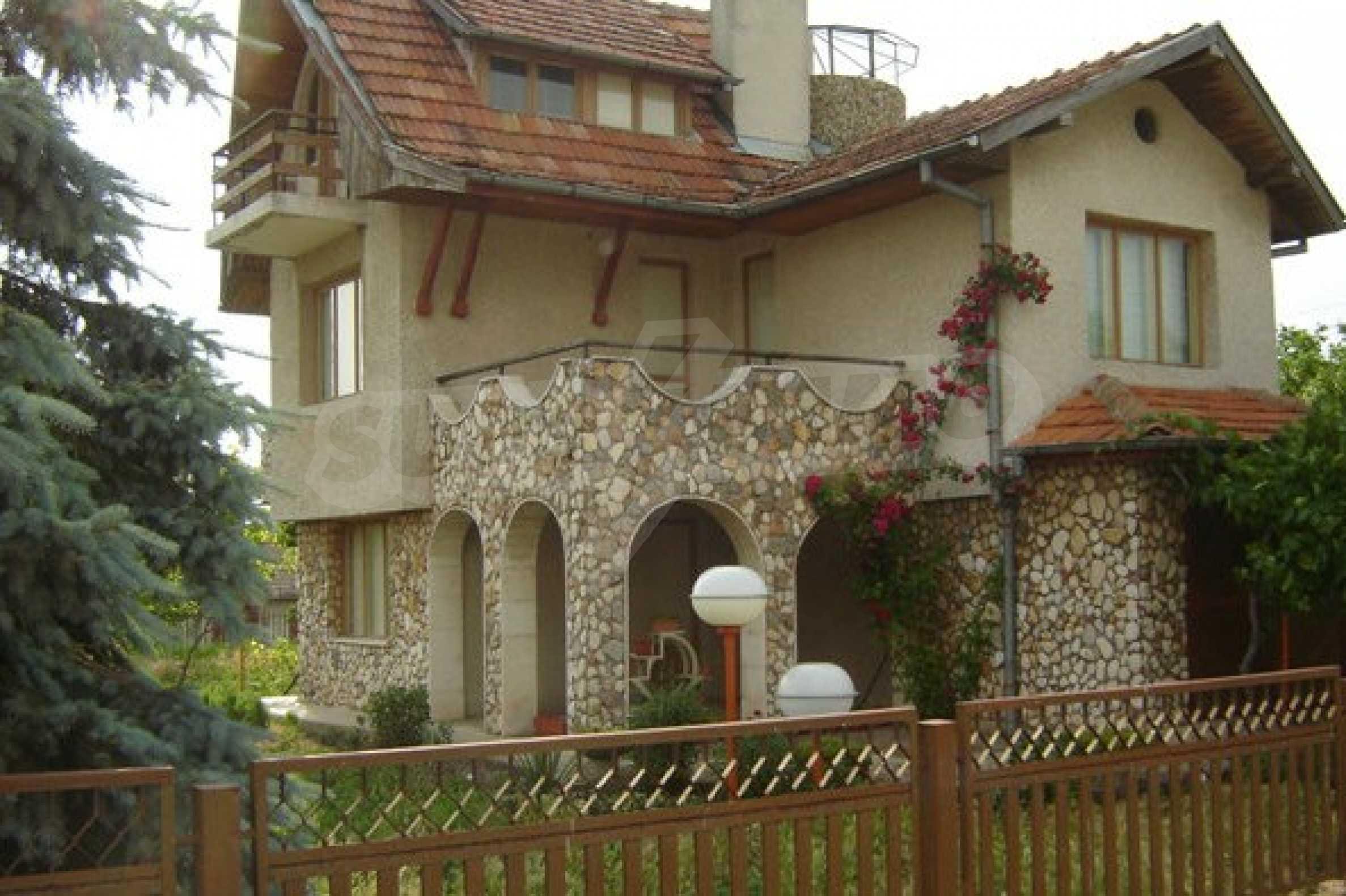 Dreistöckiges Haus 4 km von Dobritsch entfernt 1