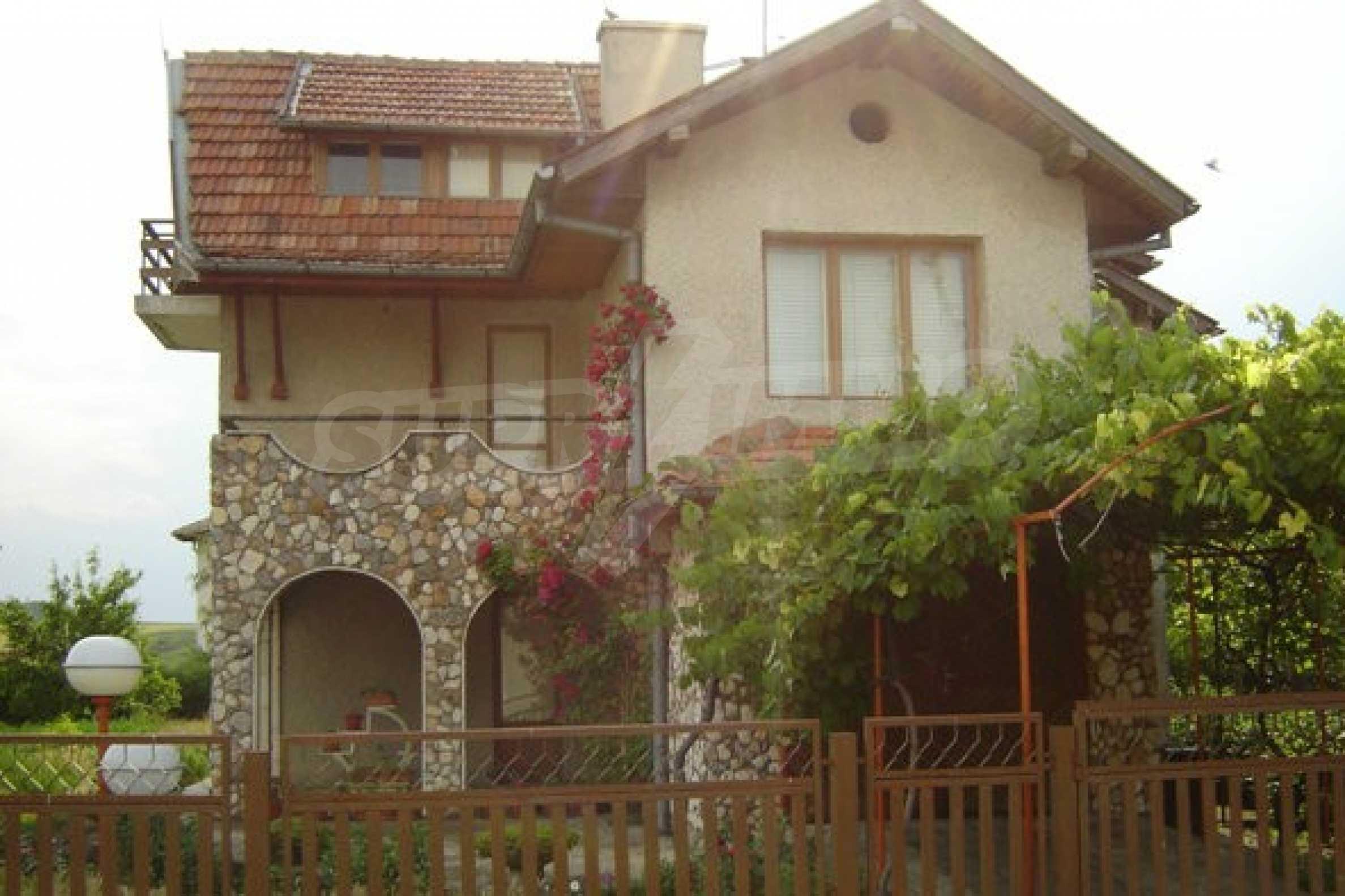 Dreistöckiges Haus 4 km von Dobritsch entfernt 3