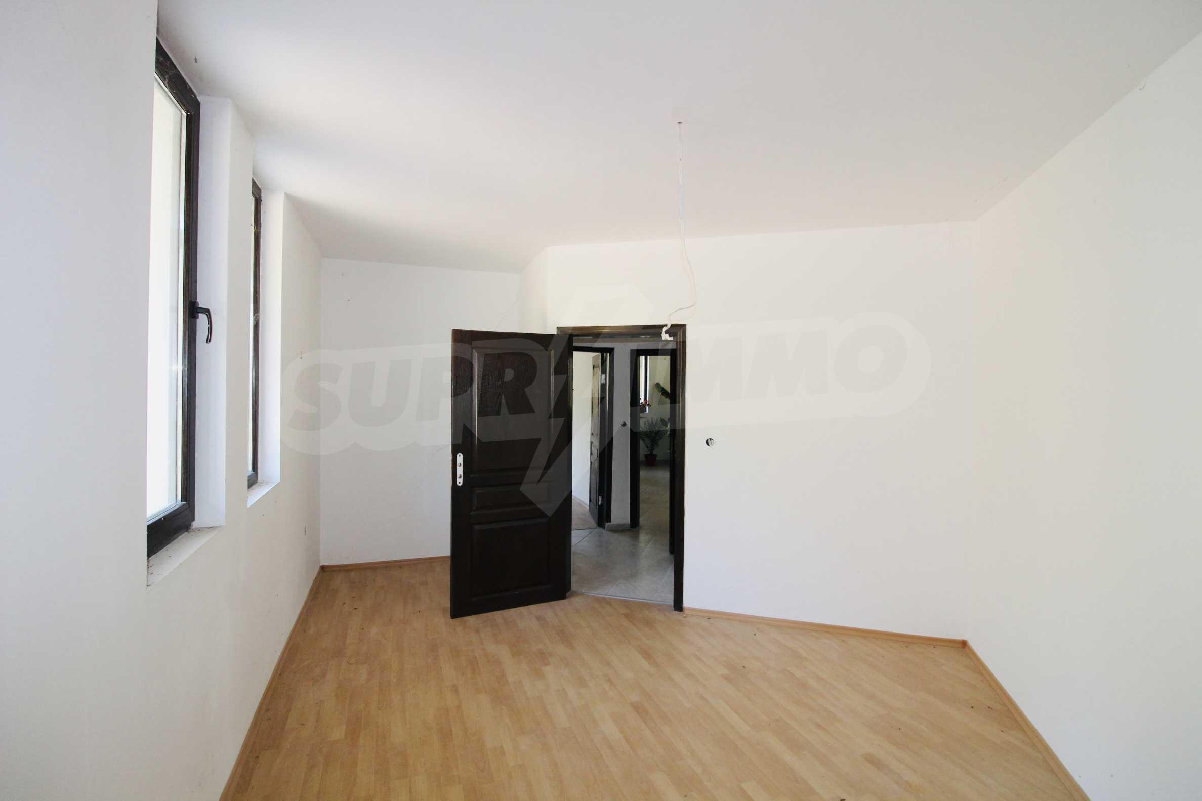 Zwei-Zimmer-Wohnung mit Parkplatz und Keller in der berühmten architektonischen Reserve Arbanassi 8